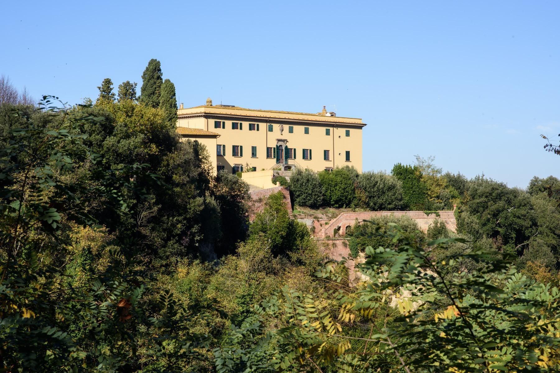 Wunderschöne Villa von einer historischen Burg und einem Jagdrevier umgeben - 2