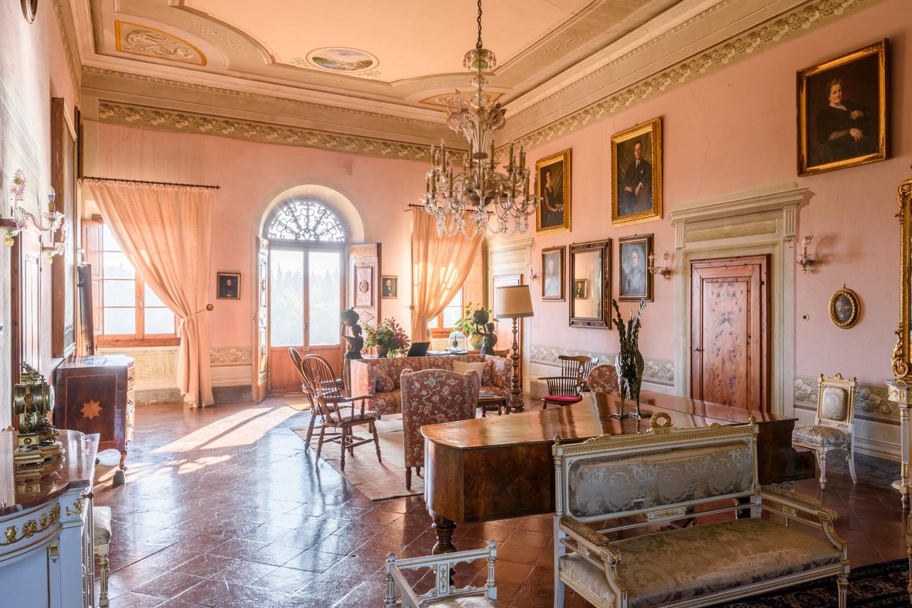 Wunderschöne Villa von einer historischen Burg und einem Jagdrevier umgeben - 6