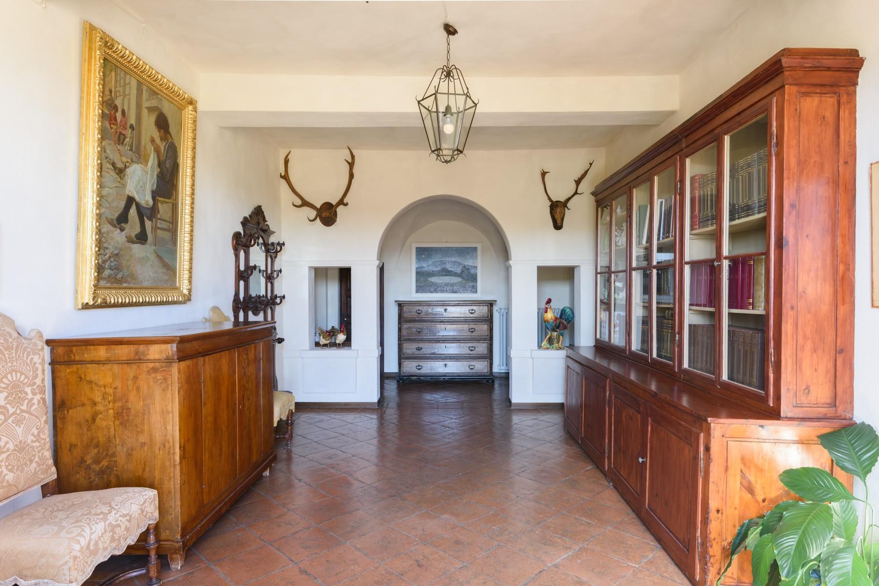 Wunderschöne Villa von einer historischen Burg und einem Jagdrevier umgeben - 3