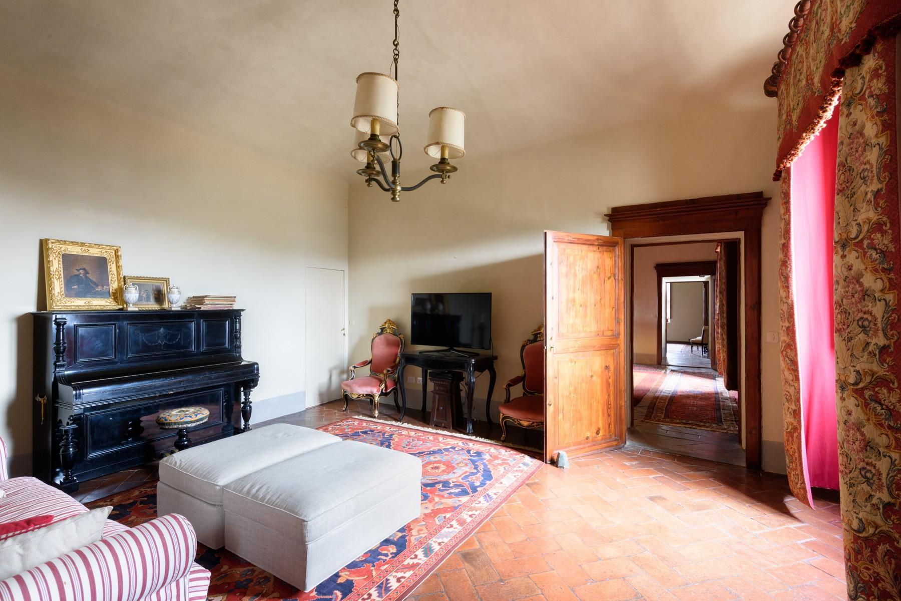 Wunderschöne Villa von einer historischen Burg und einem Jagdrevier umgeben - 8