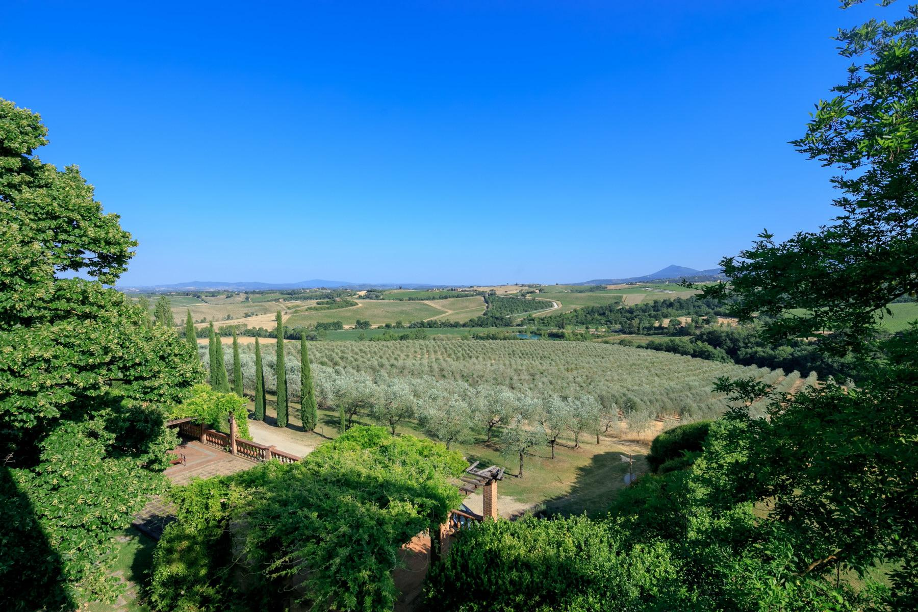 Wonderful wine estate with spectacular views of Montepulciano - 9