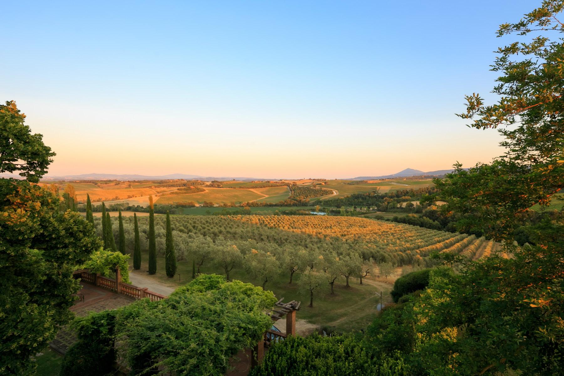 Wonderful wine estate with spectacular views of Montepulciano - 10