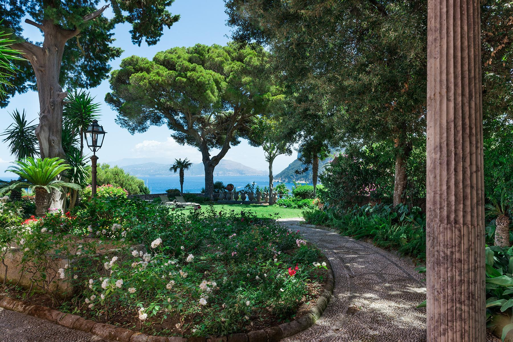 Villa Bismarck, an extraordinarily unique location in Capri - 28