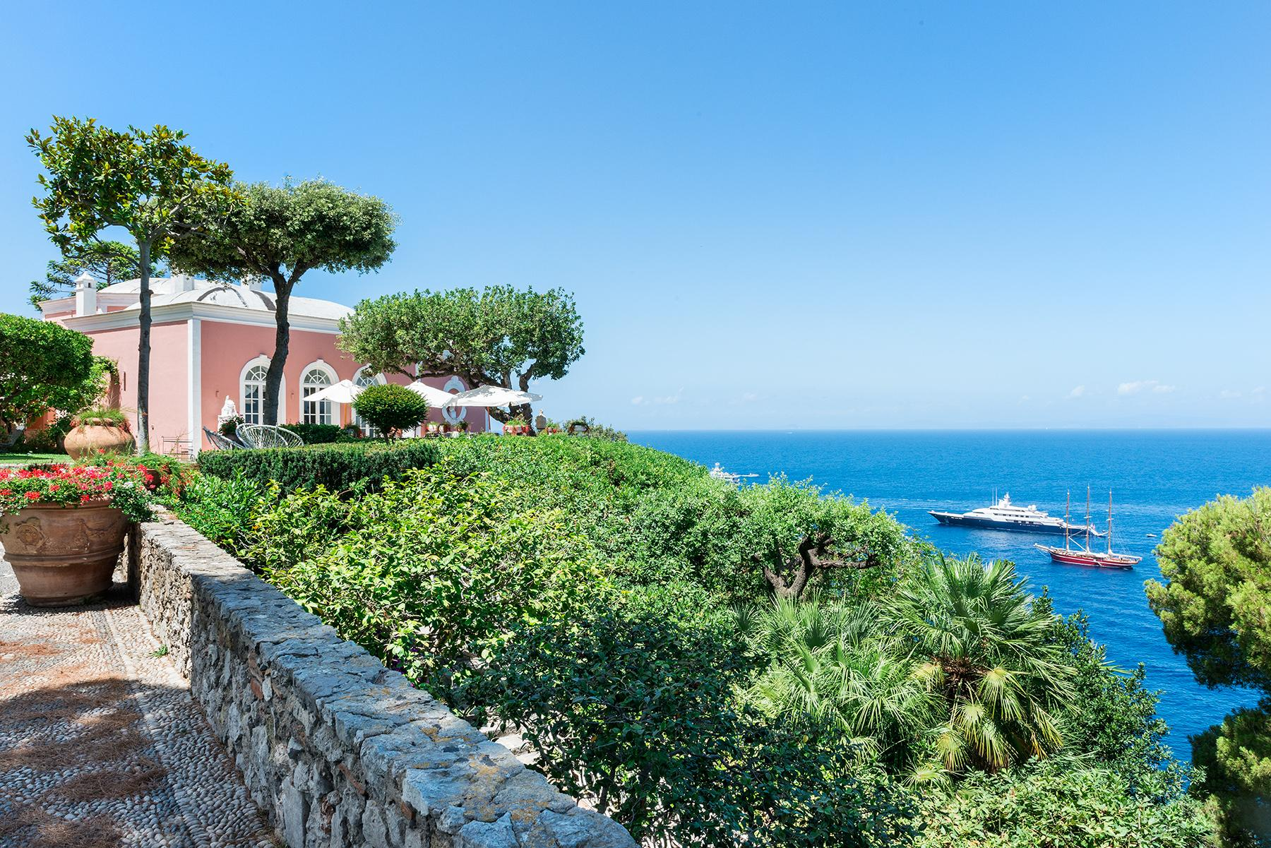 Villa Bismarck, an extraordinarily unique location in Capri - 11