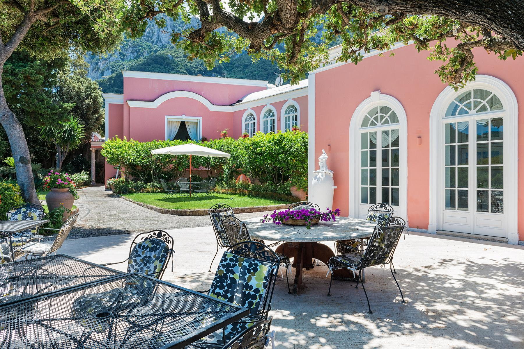 Villa Bismarck, an extraordinarily unique location in Capri - 10