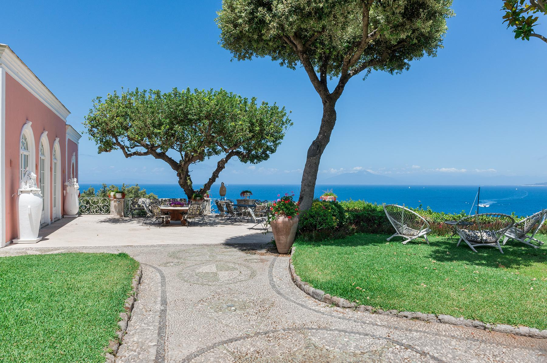 Villa Bismarck, an extraordinarily unique location in Capri - 35
