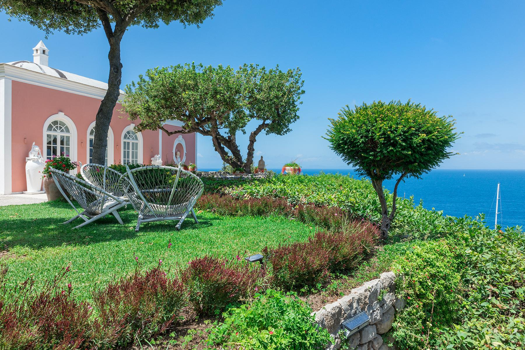 Villa Bismarck, an extraordinarily unique location in Capri - 7