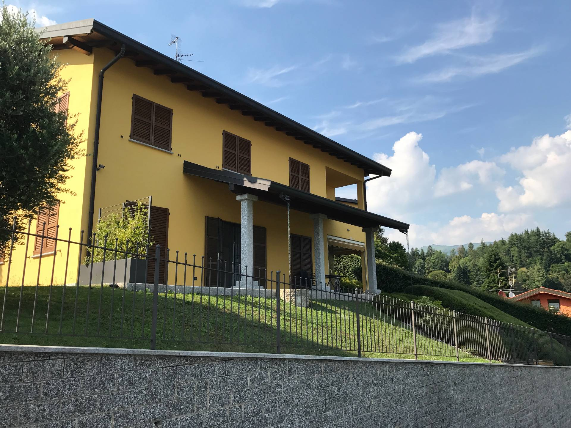 Élégante villa moderne avec une vue magnifique sur le lac de Montorfano - 2