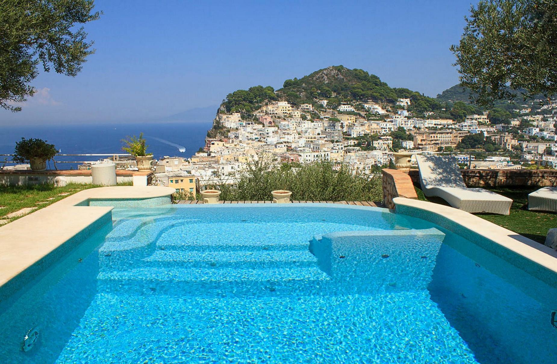 Очаровательная вилла с панорамным бассейном в центре легендарного острова Капри, Италия - 1