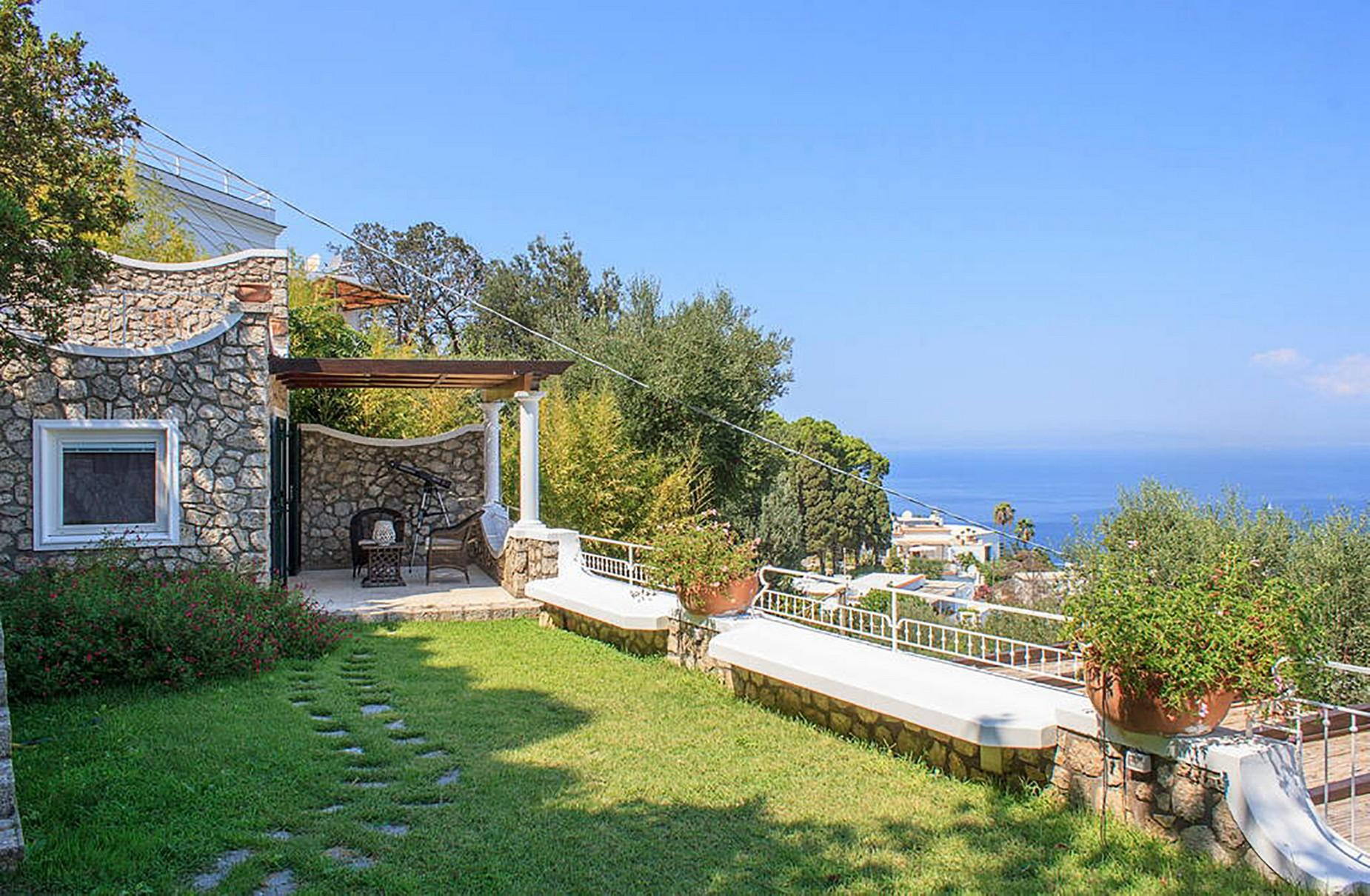 Villa Panoramica con Piscina nel Centro di Capri - 4