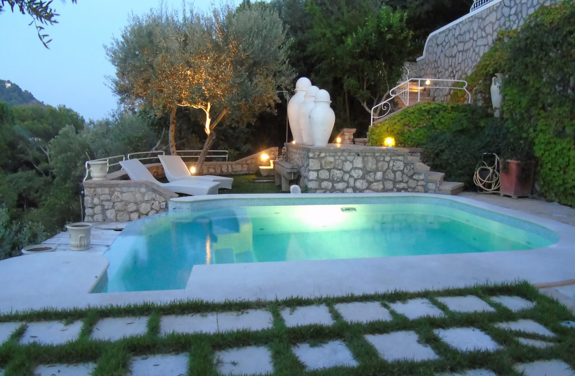 Очаровательная вилла с панорамным бассейном в центре легендарного острова Капри, Италия - 9