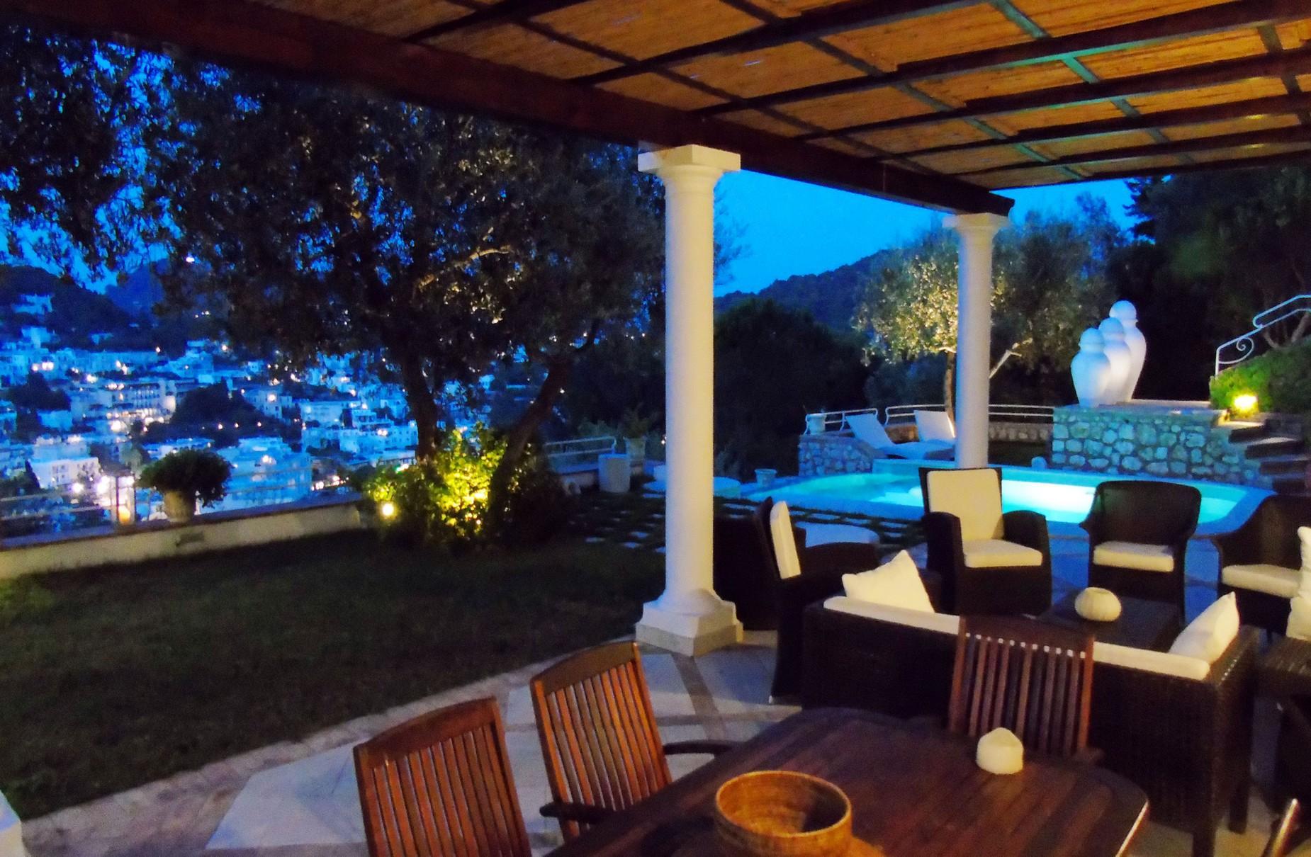 Очаровательная вилла с панорамным бассейном в центре легендарного острова Капри, Италия - 8