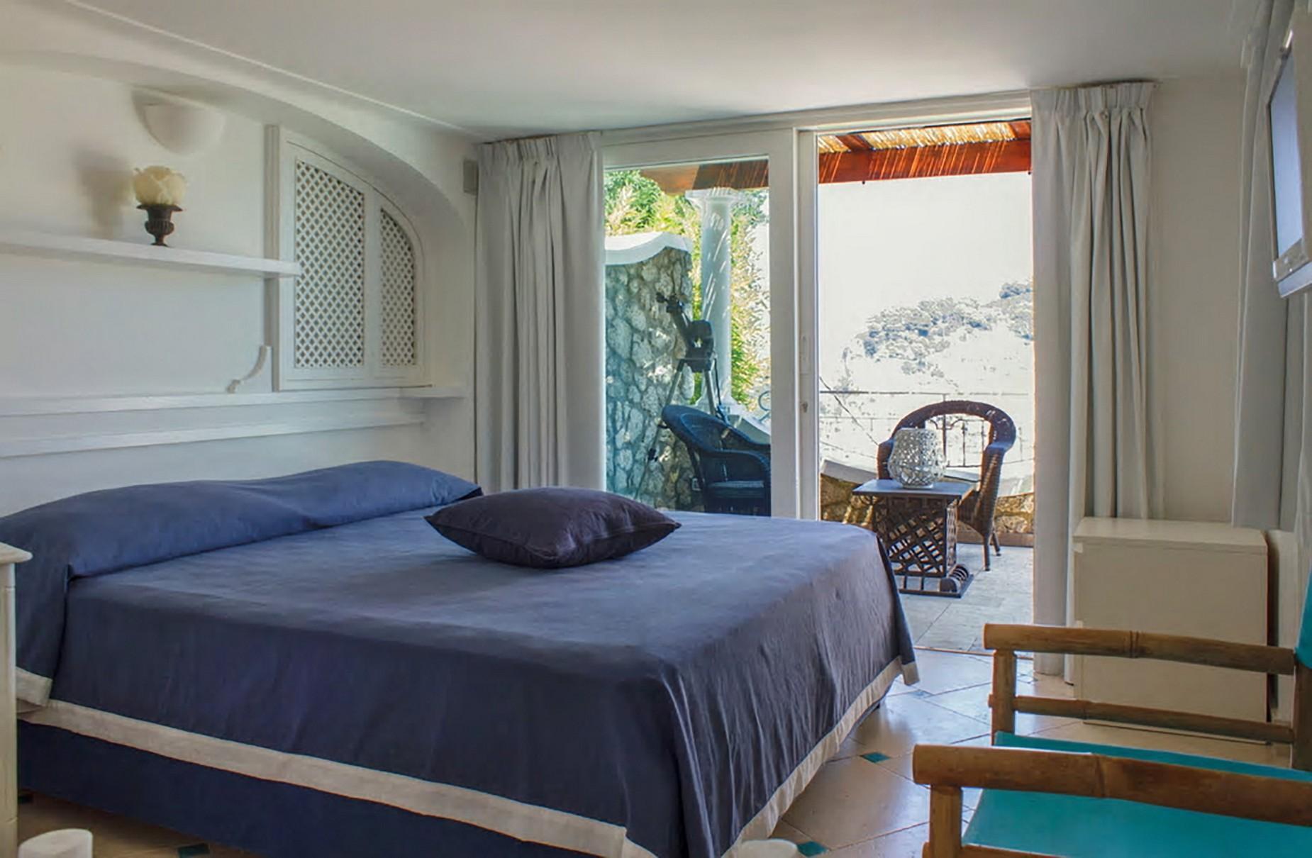 Очаровательная вилла с панорамным бассейном в центре легендарного острова Капри, Италия - 10