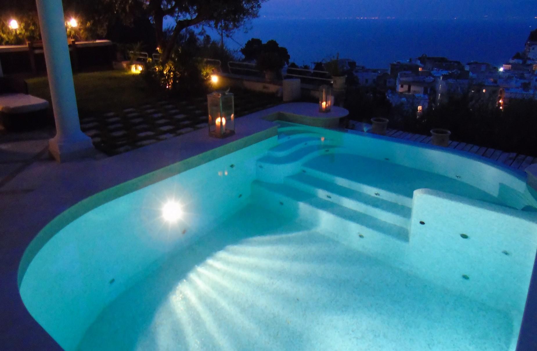 Очаровательная вилла с панорамным бассейном в центре легендарного острова Капри, Италия - 19