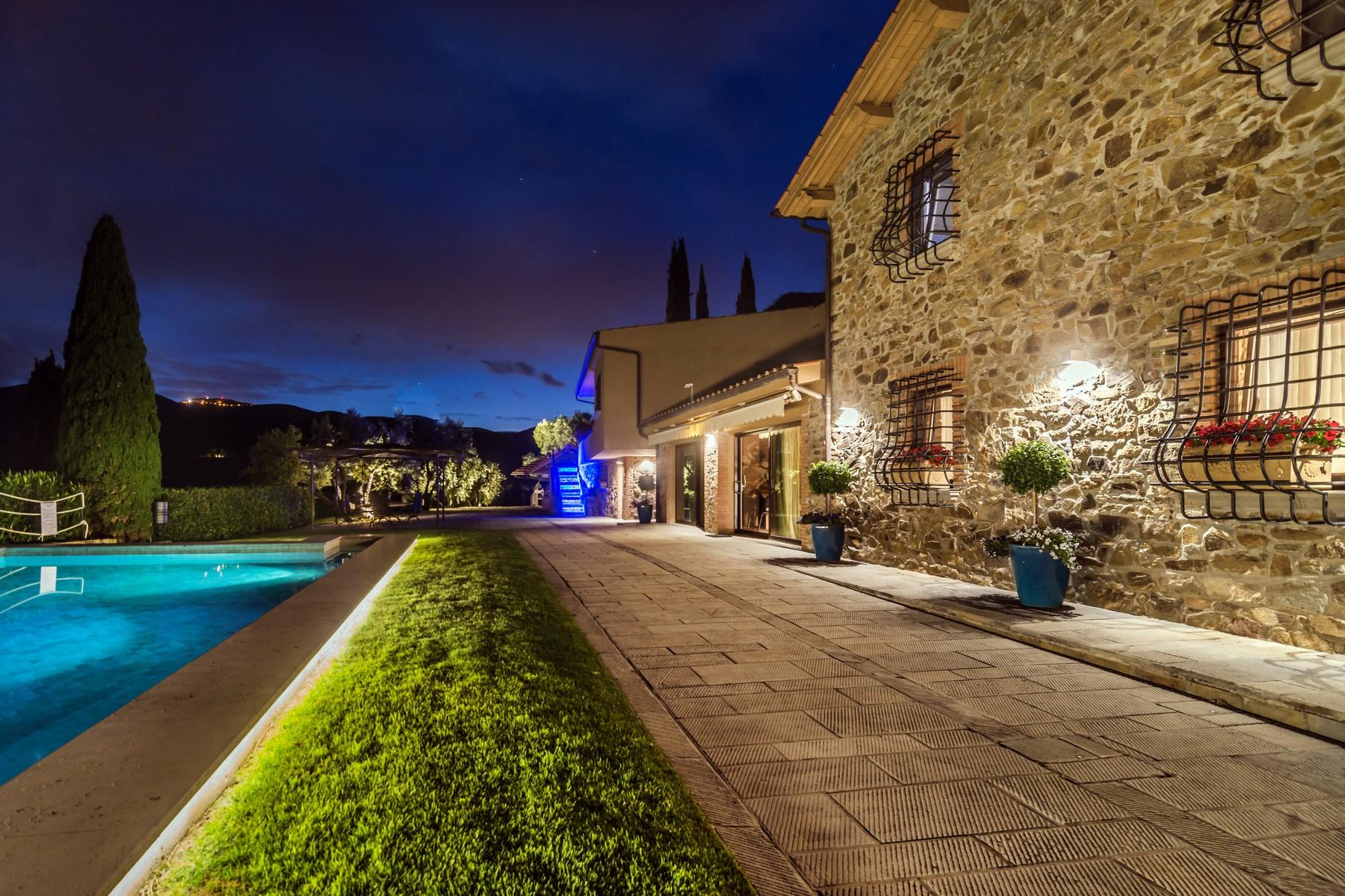 Inspiring tuscan estate with vineyards - 6