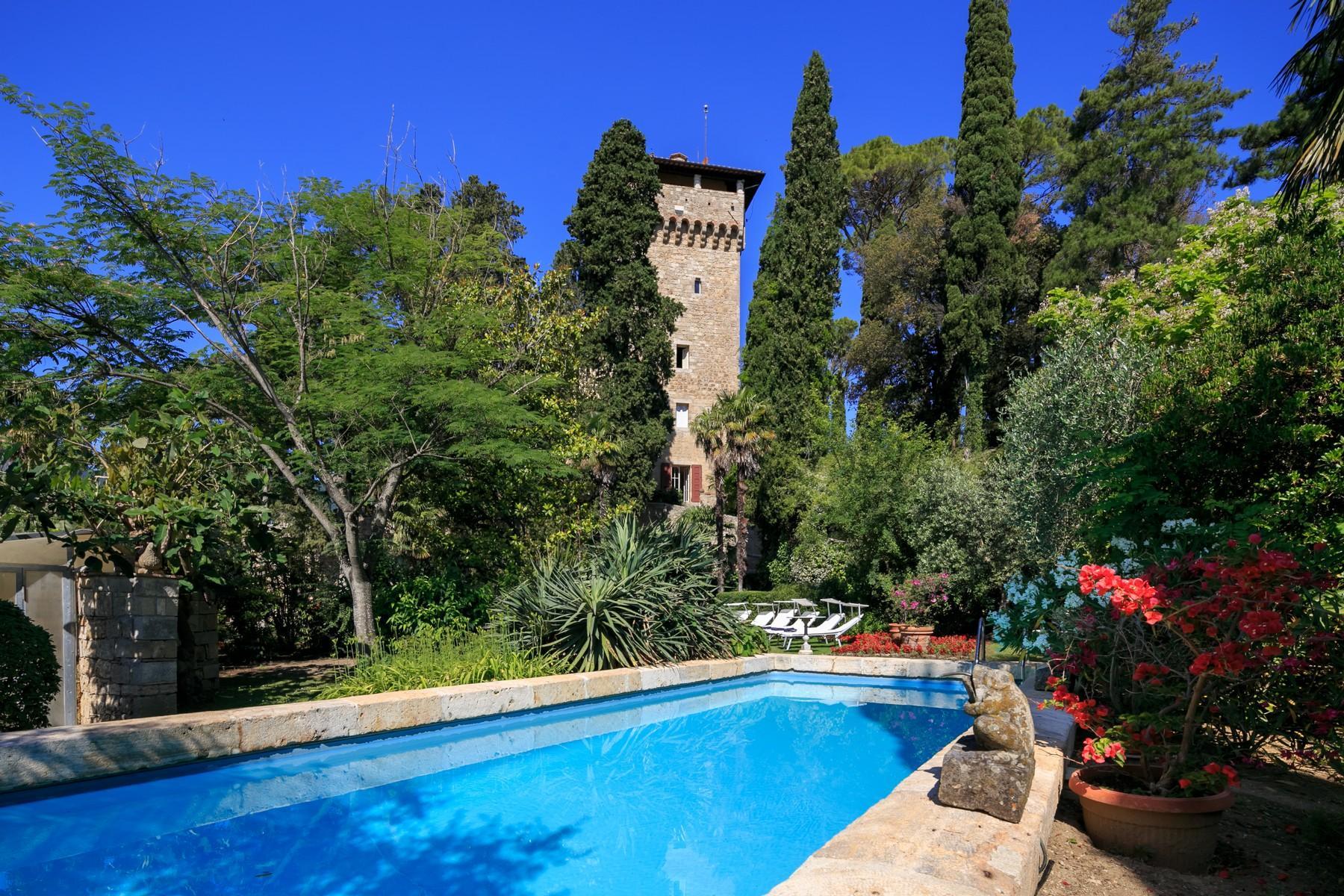 Rocca di Cetona, un'incantevole villa con viste mozzafiato dei paesaggi - 2