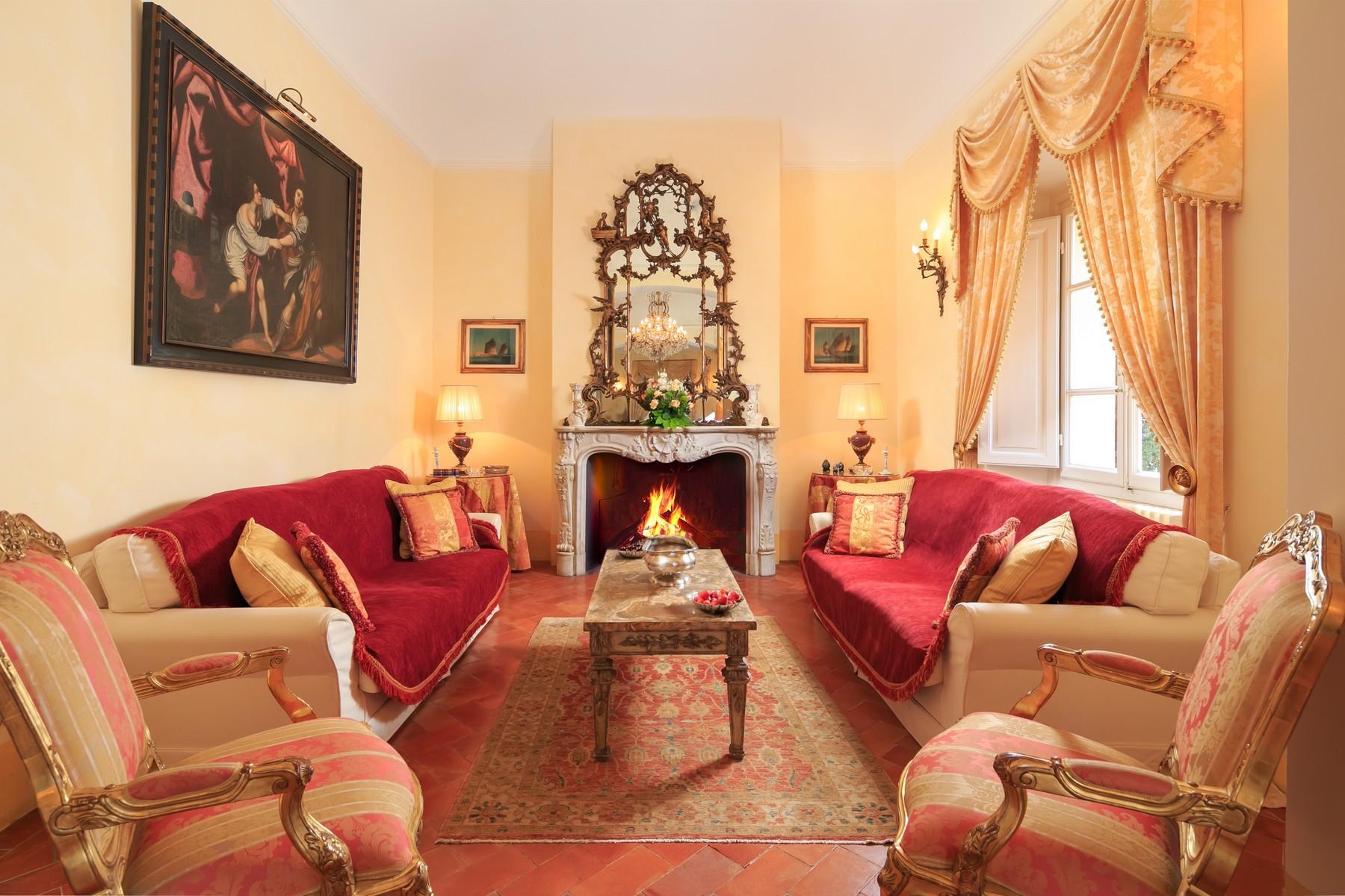 Восхитительное поместье с захватывающим видом на Тоскану в окрестностях Сиены, Италия - 9