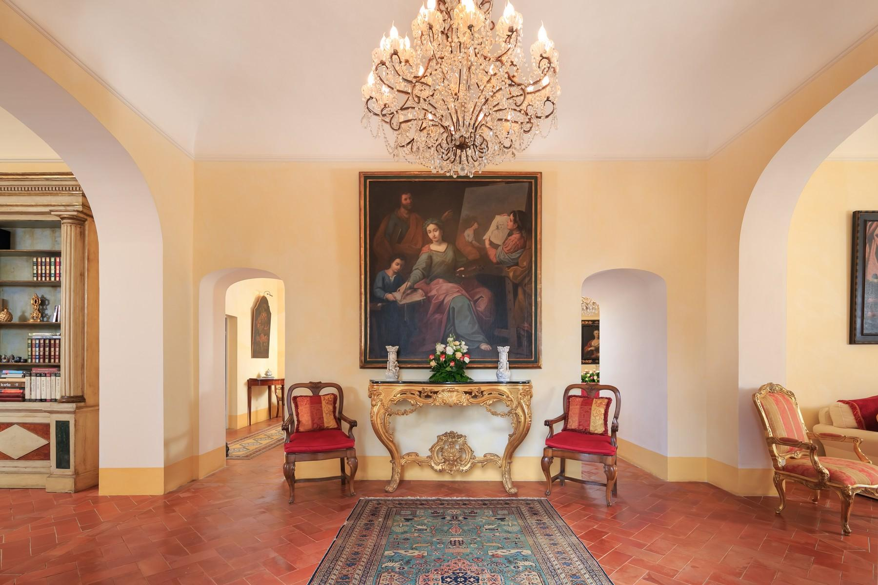 Восхитительное поместье с захватывающим видом на Тоскану в окрестностях Сиены, Италия - 11
