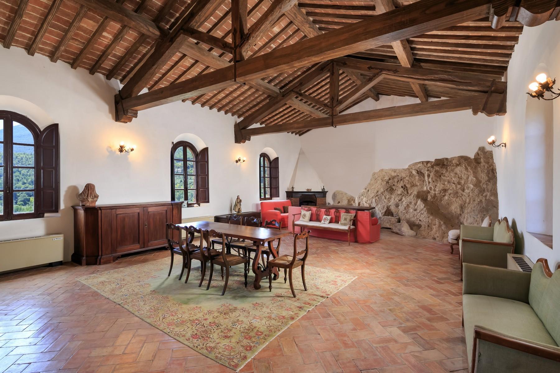 Восхитительное поместье с захватывающим видом на Тоскану в окрестностях Сиены, Италия - 13