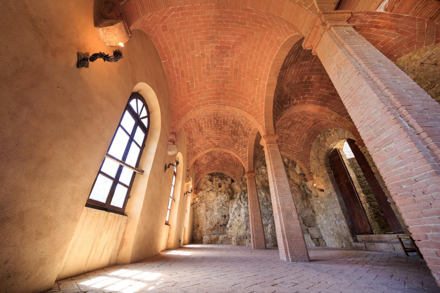 Восхитительное поместье с захватывающим видом на Тоскану в окрестностях Сиены, Италия - 15