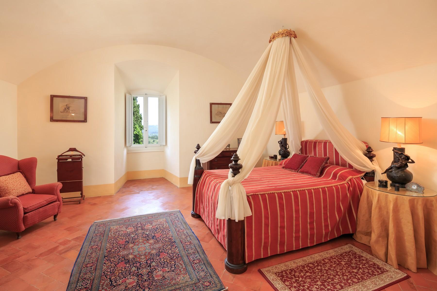 Восхитительное поместье с захватывающим видом на Тоскану в окрестностях Сиены, Италия - 17