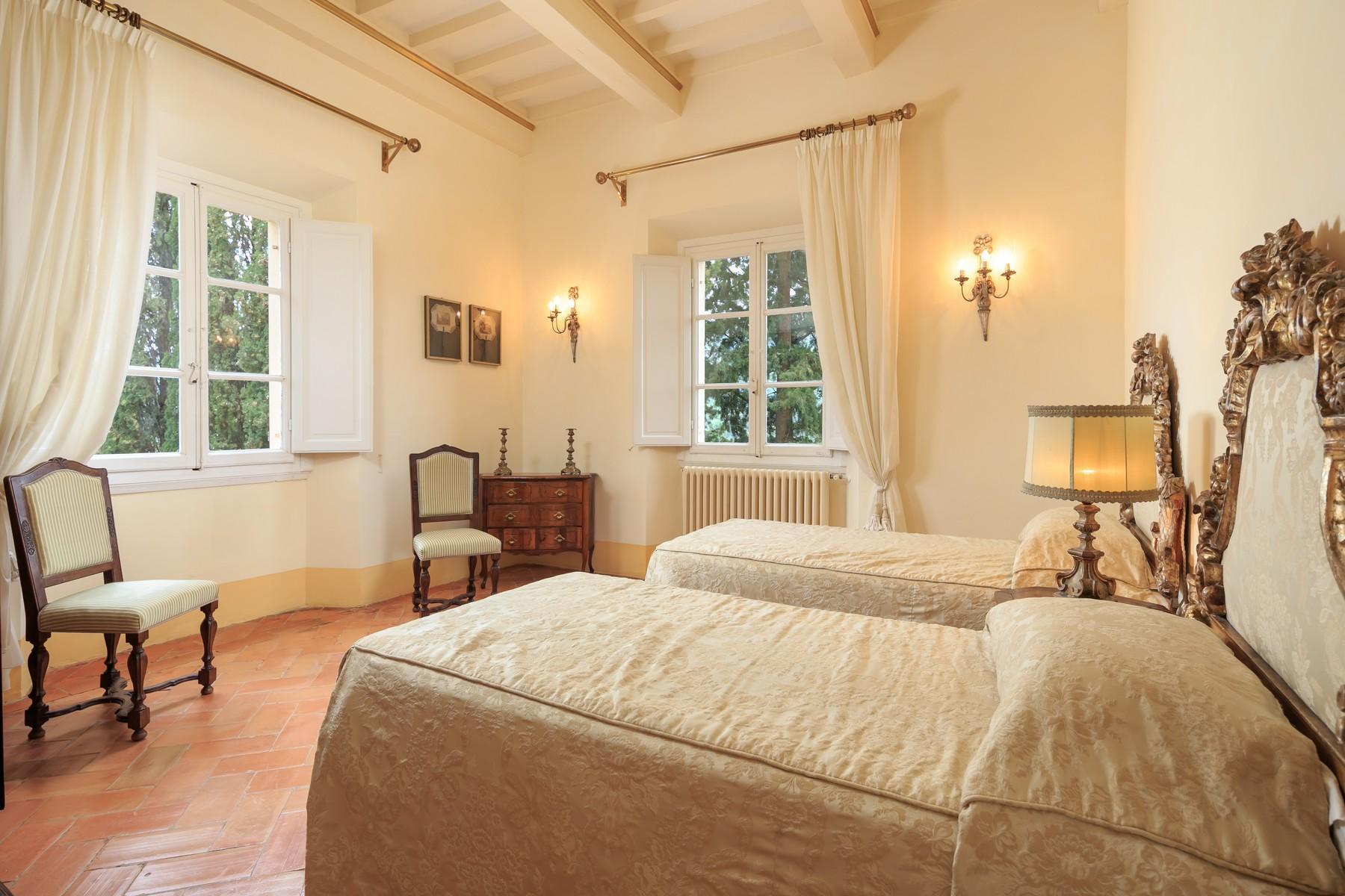 Восхитительное поместье с захватывающим видом на Тоскану в окрестностях Сиены, Италия - 19