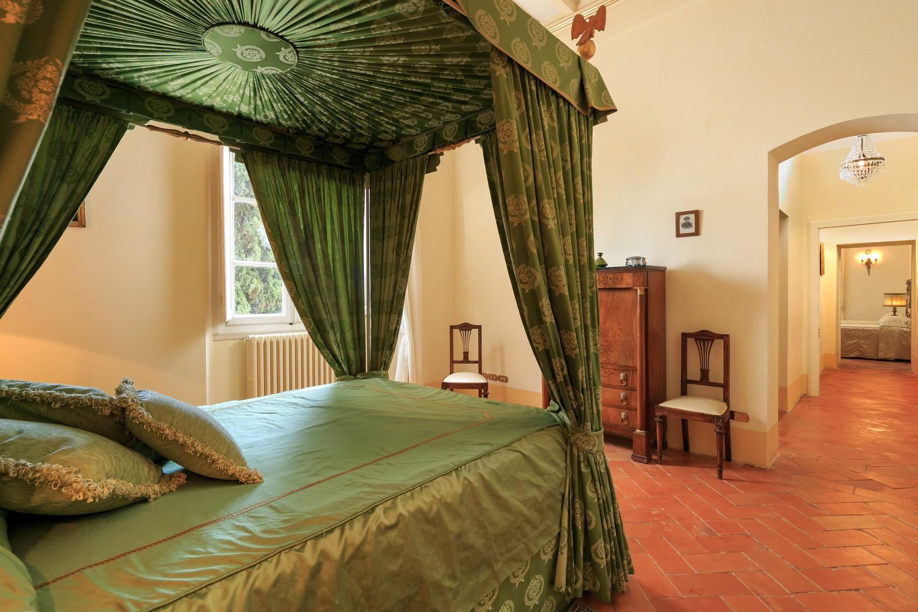 Восхитительное поместье с захватывающим видом на Тоскану в окрестностях Сиены, Италия - 20