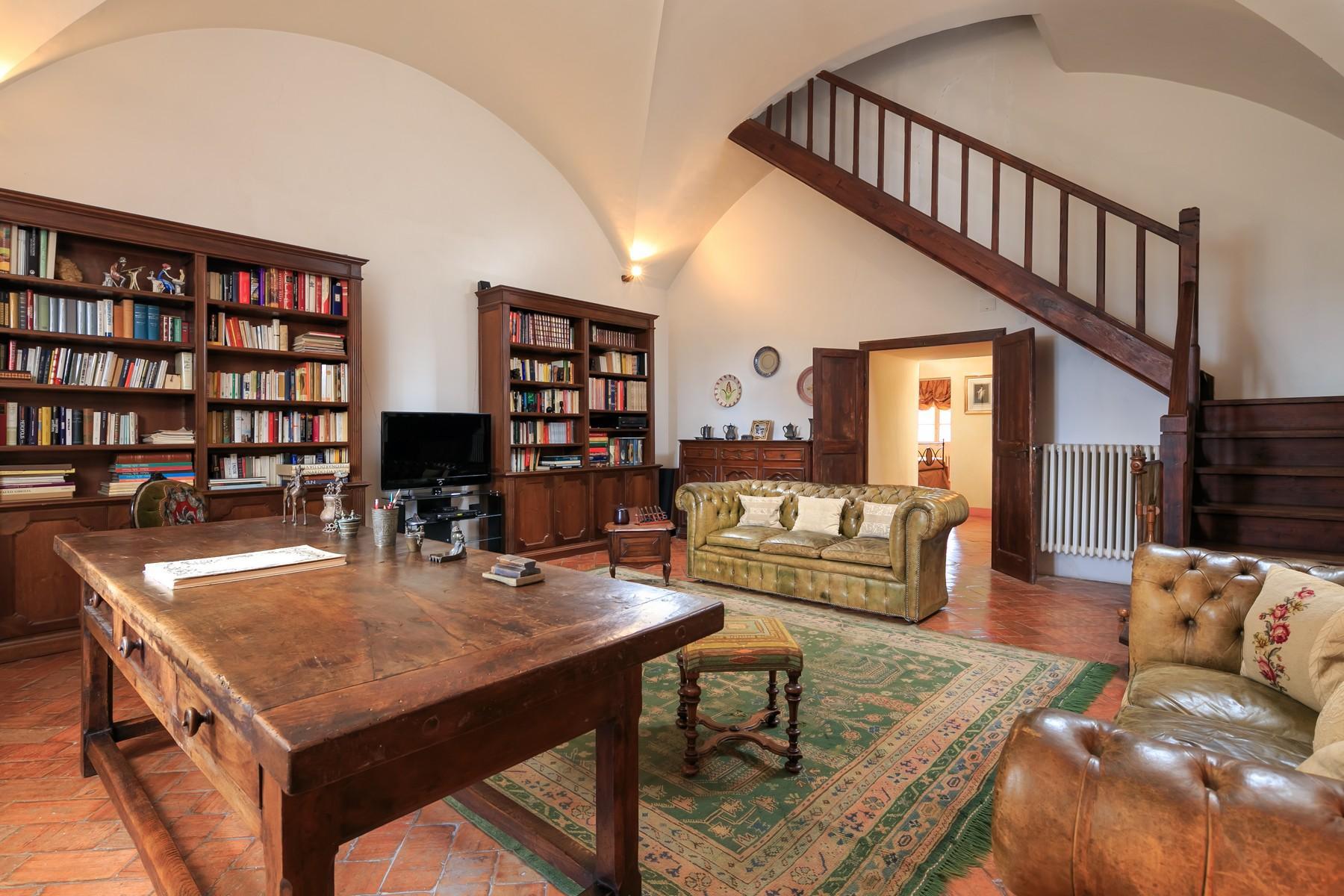 Восхитительное поместье с захватывающим видом на Тоскану в окрестностях Сиены, Италия - 22