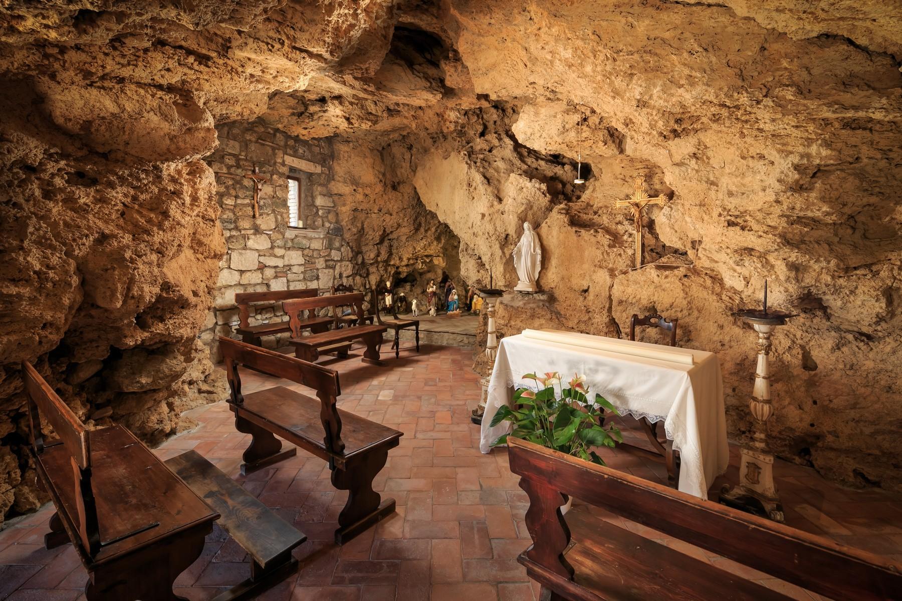 Восхитительное поместье с захватывающим видом на Тоскану в окрестностях Сиены, Италия - 24