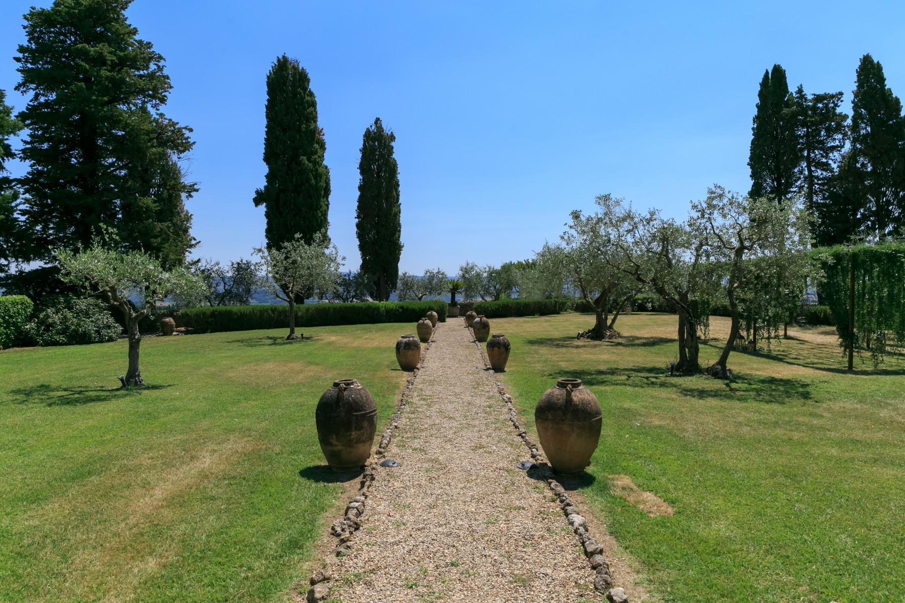Восхитительное поместье с захватывающим видом на Тоскану в окрестностях Сиены, Италия - 26