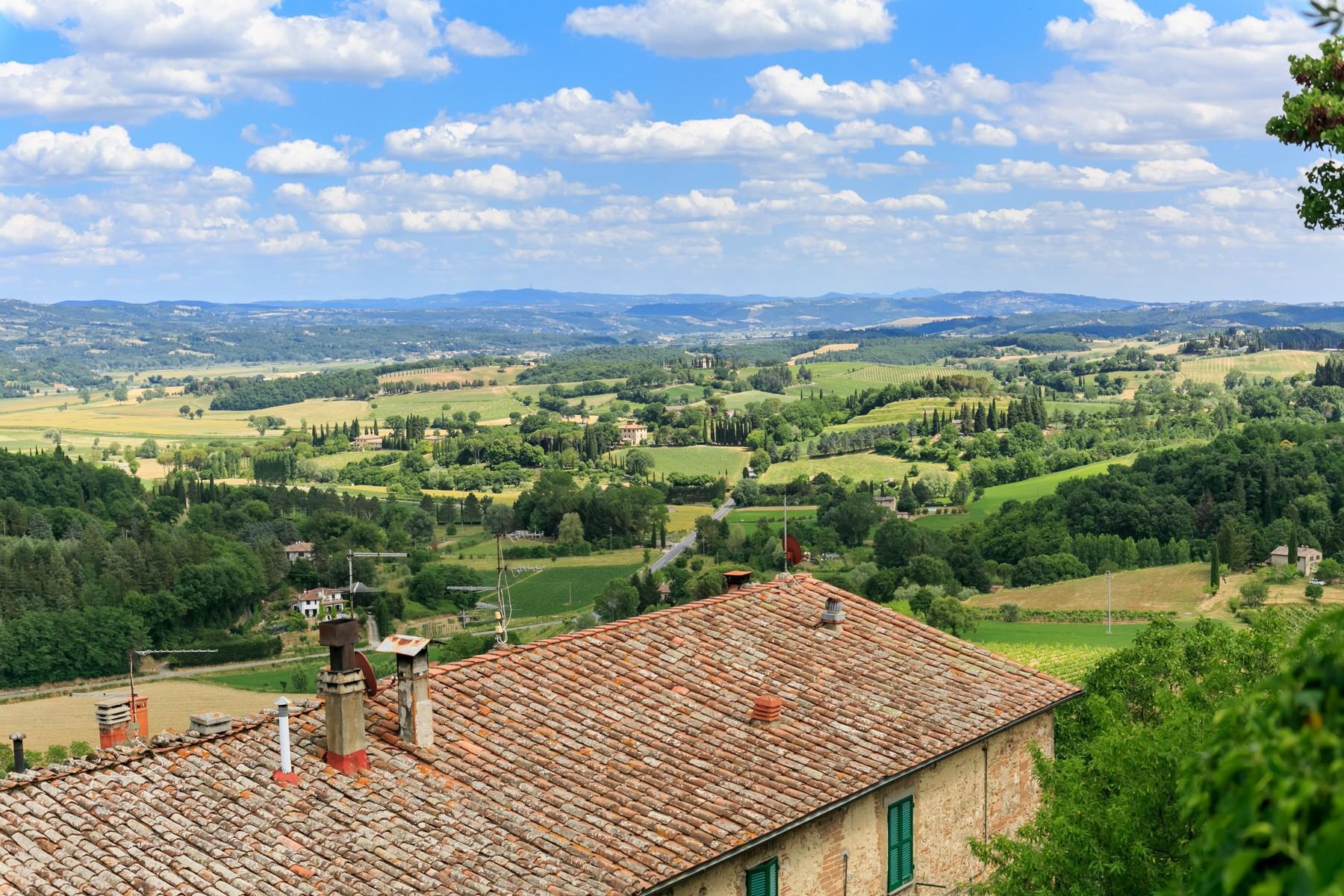 Восхитительное поместье с захватывающим видом на Тоскану в окрестностях Сиены, Италия - 25