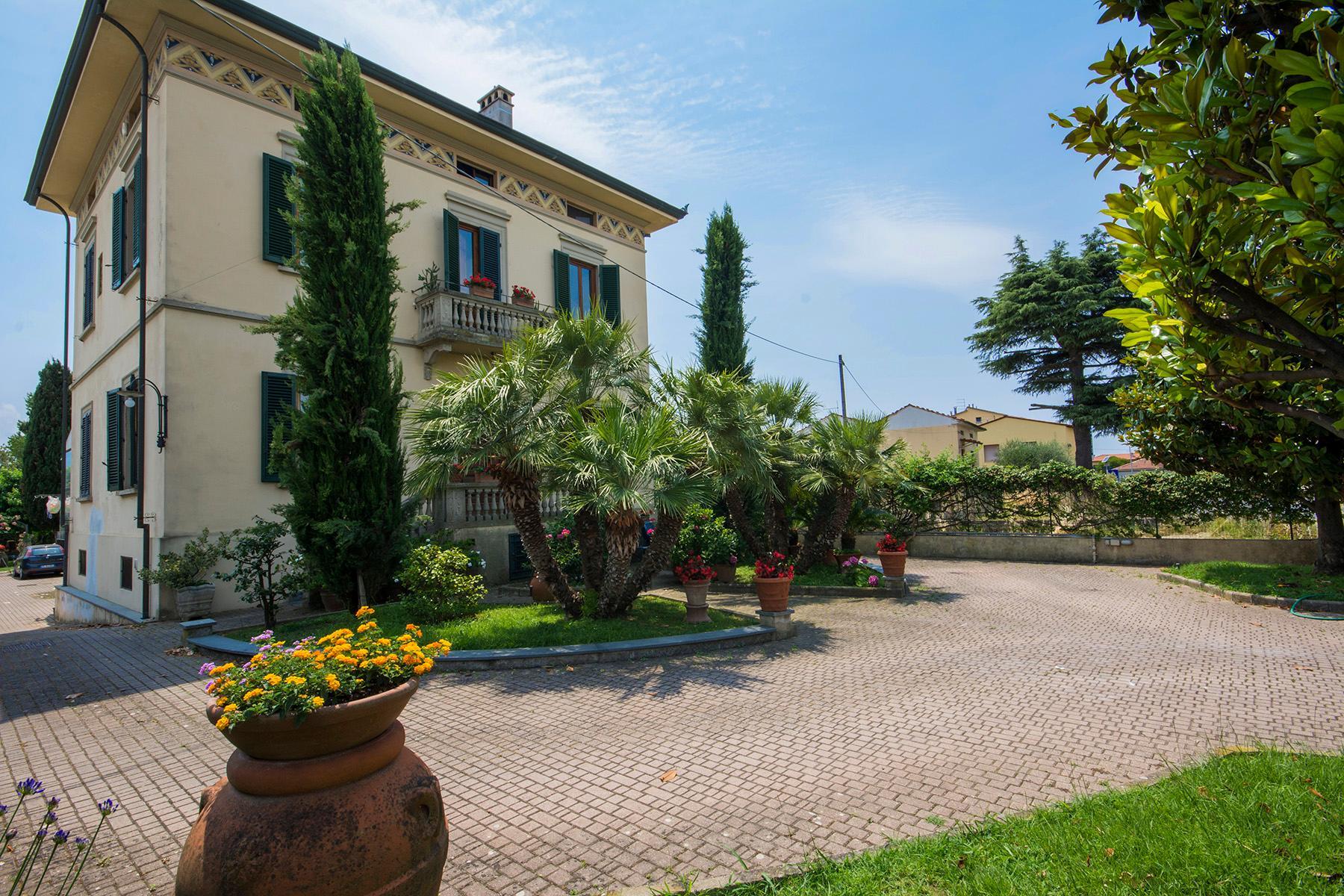 Wonderful liberty style villa with dependance - 2