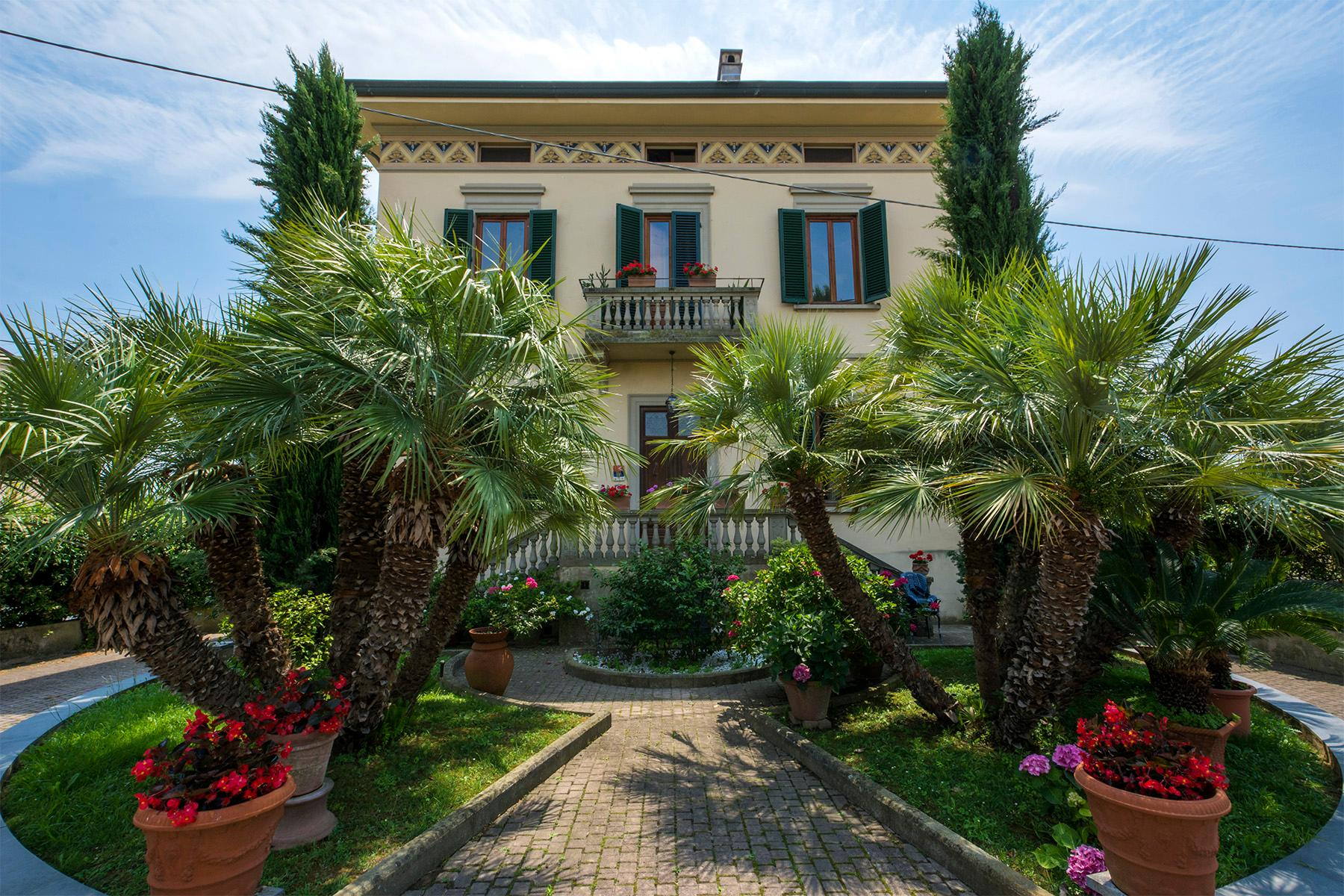 Wonderful liberty style villa with dependance - 1