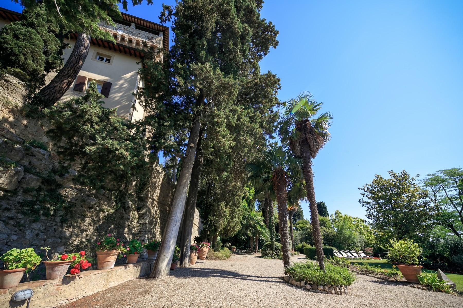 Восхитительное поместье с захватывающим видом на Тоскану в окрестностях Сиены, Италия - 29