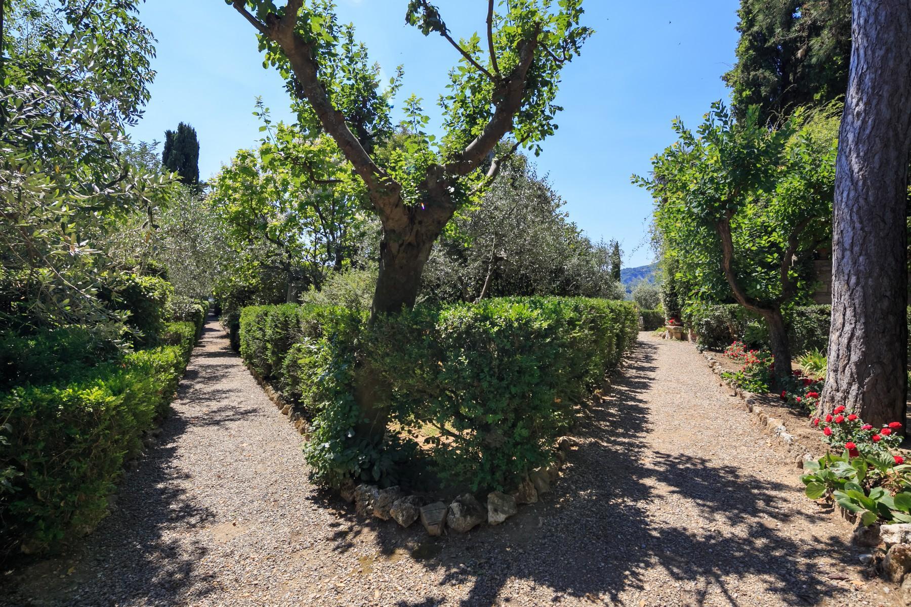 Восхитительное поместье с захватывающим видом на Тоскану в окрестностях Сиены, Италия - 31
