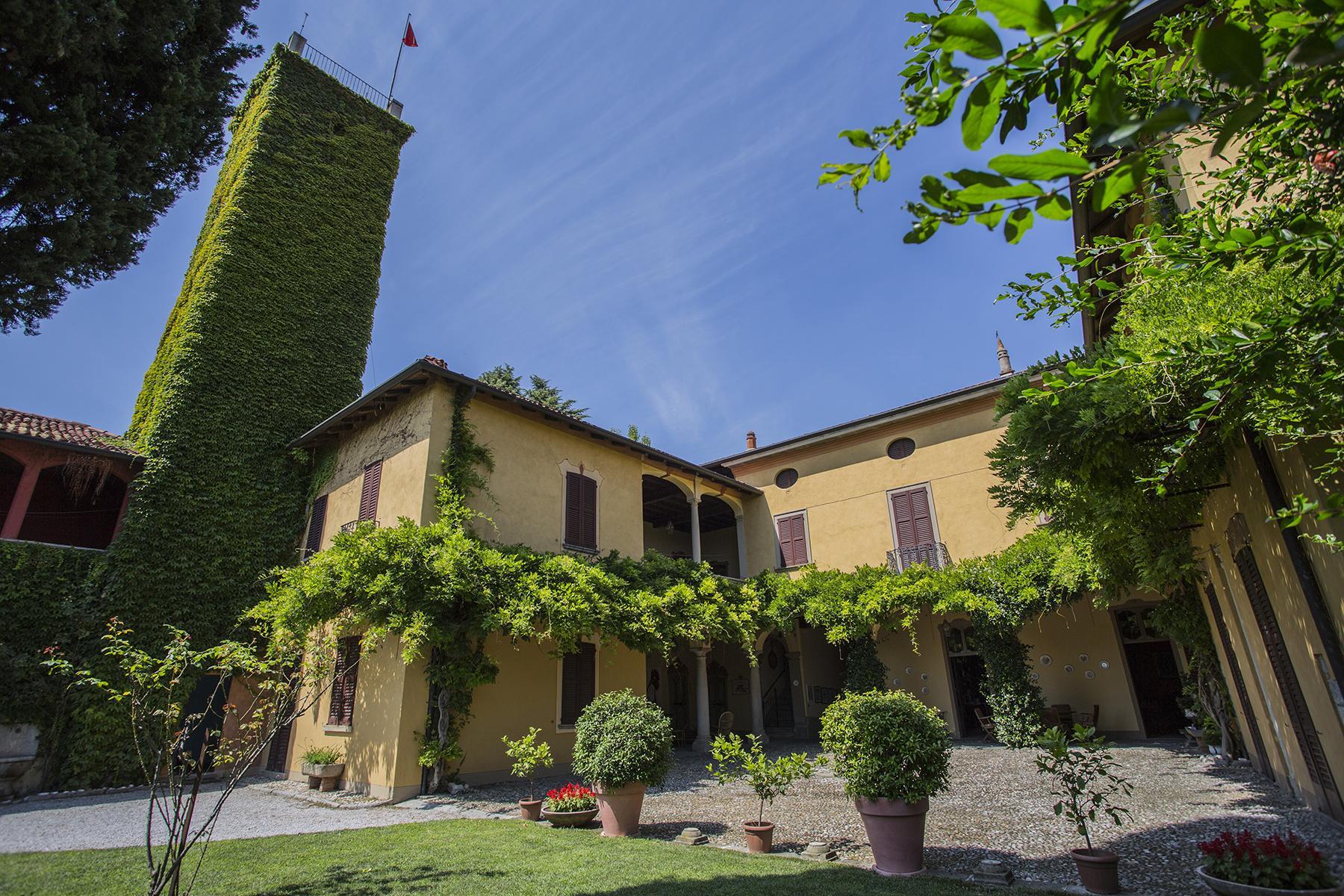 Magnifique bâtiment d'époque surplombant les collines de la « Brianza Lombarda » - 2