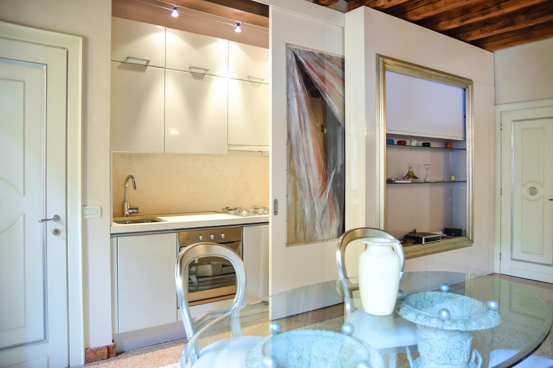 Exquisite apartment just few steps away from Piazza delle Erbe - 6