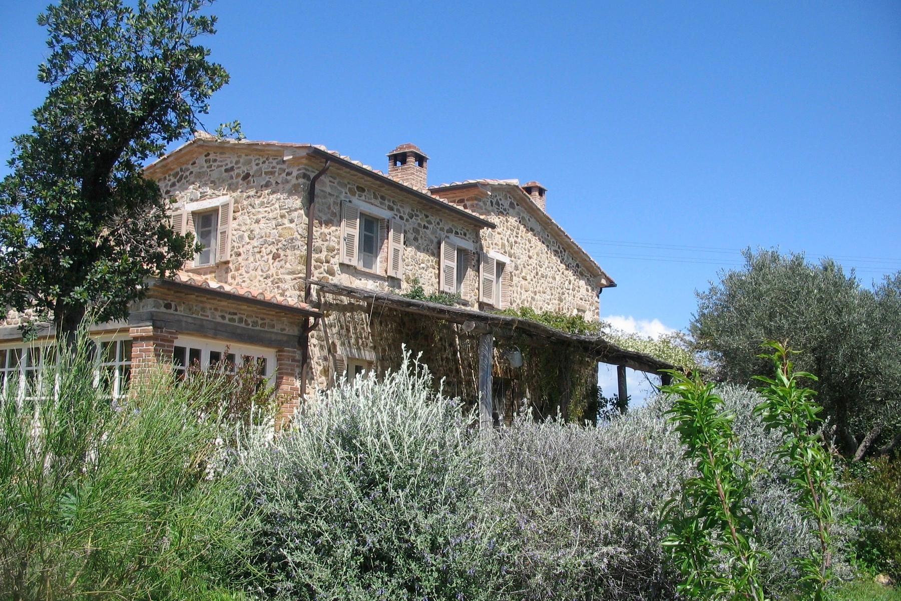 Typical Tuscan house with views over the hills - 1