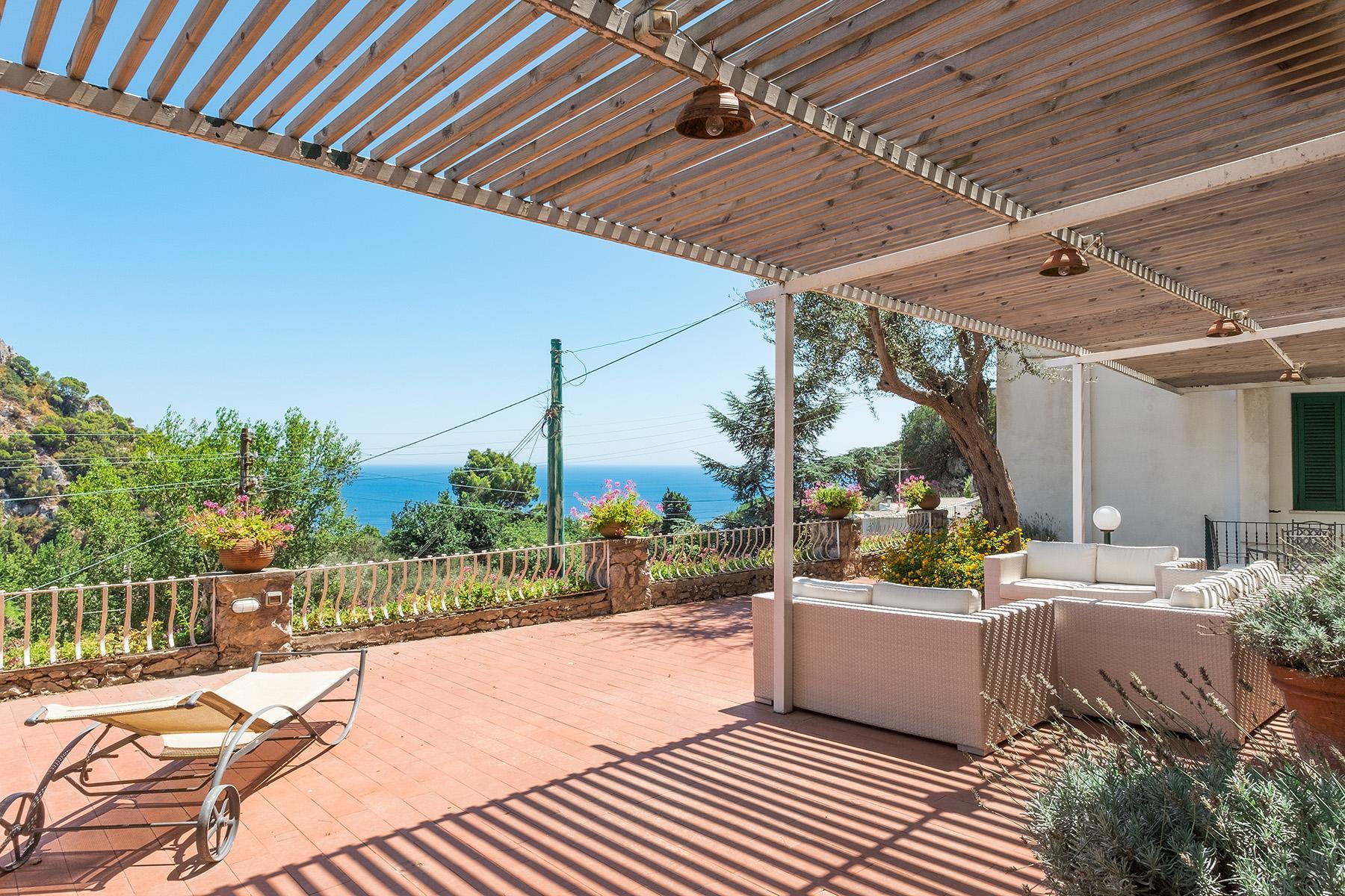 Прекрасная вилла с панорамным видом на море в центре легендарного острова Капри, Италия - 1