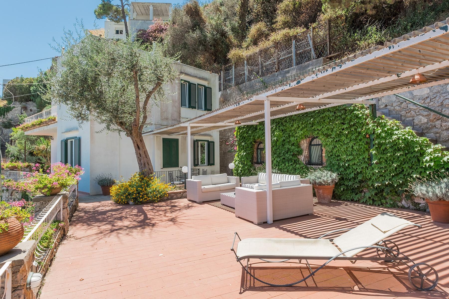 Прекрасная вилла с панорамным видом на море в центре легендарного острова Капри, Италия - 4