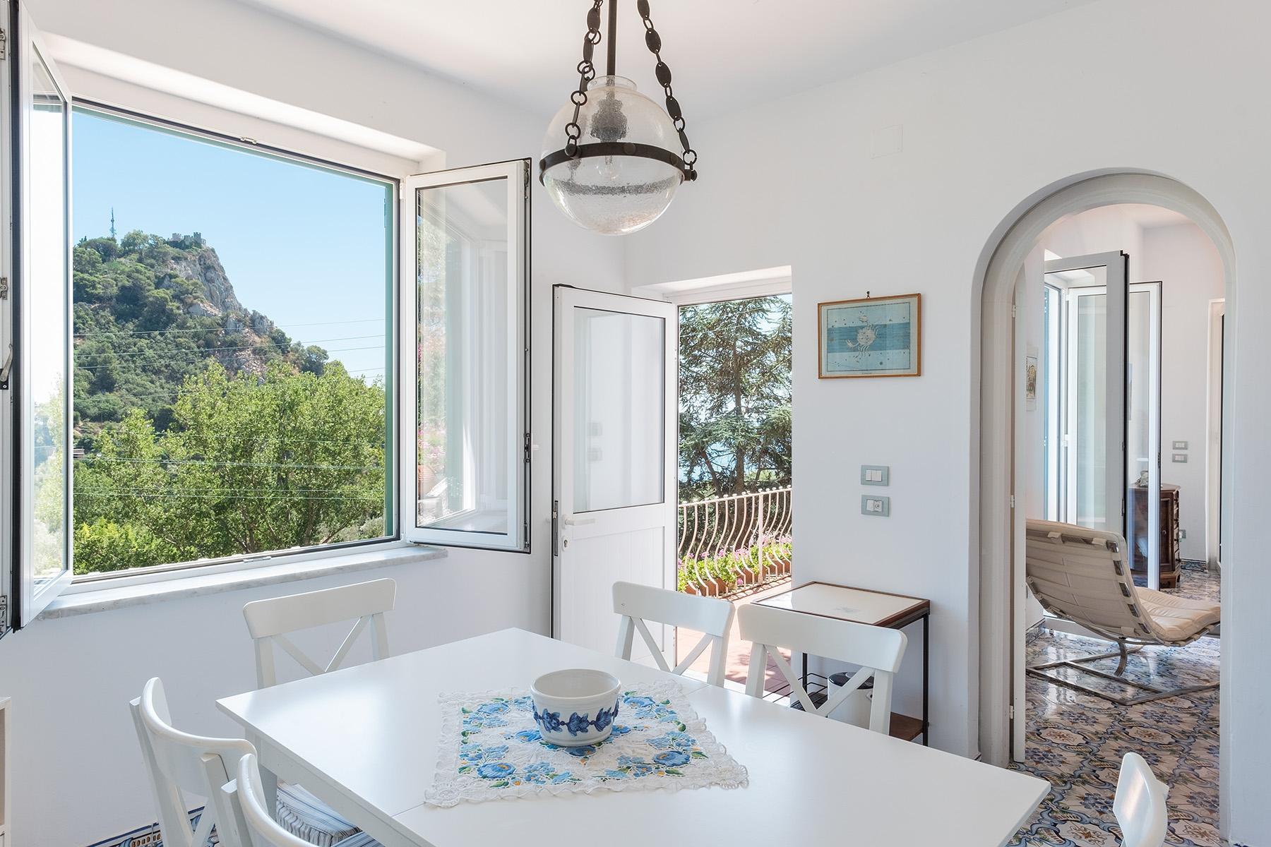 Прекрасная вилла с панорамным видом на море в центре легендарного острова Капри, Италия - 5