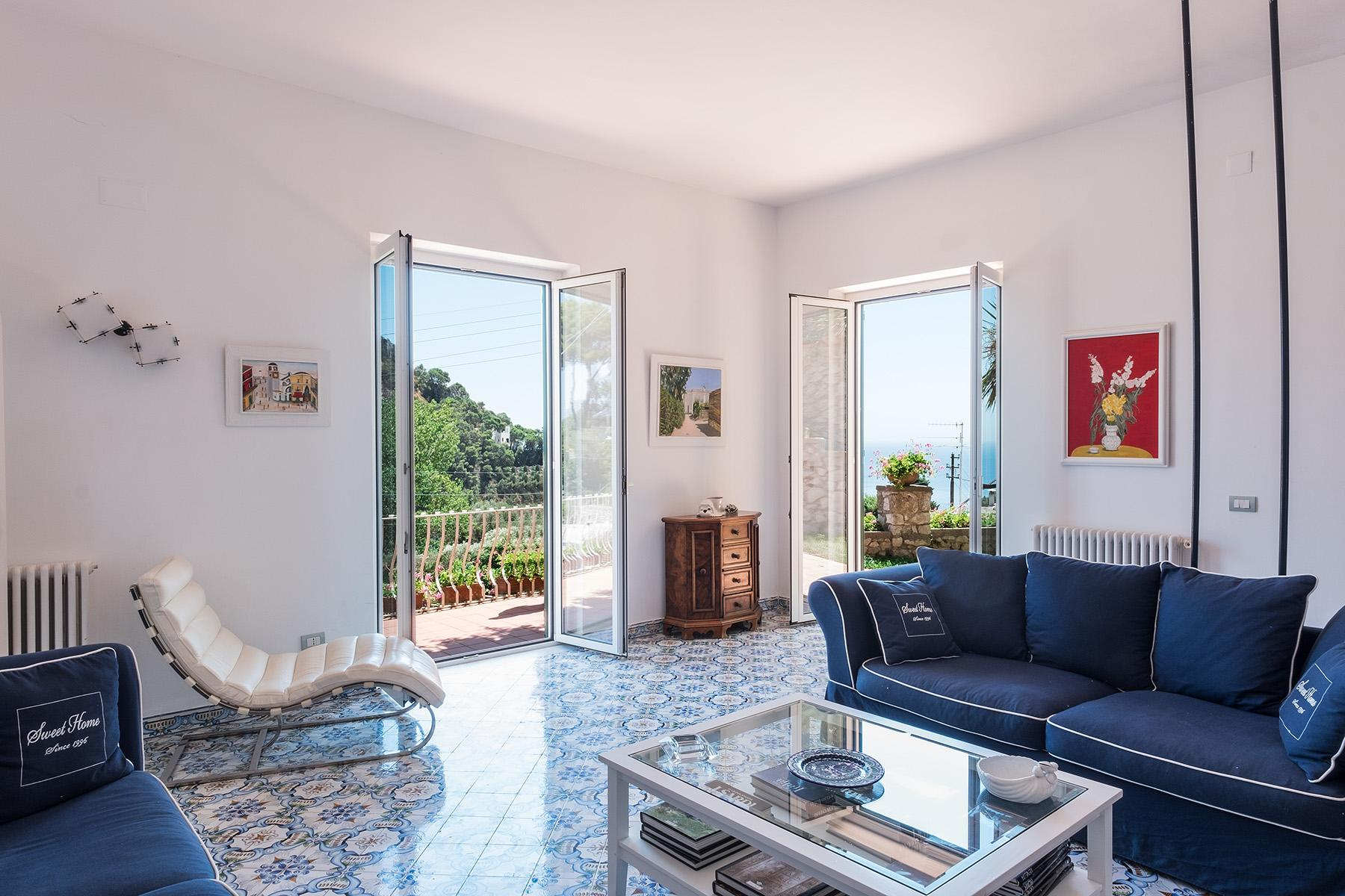 Прекрасная вилла с панорамным видом на море в центре легендарного острова Капри, Италия - 6