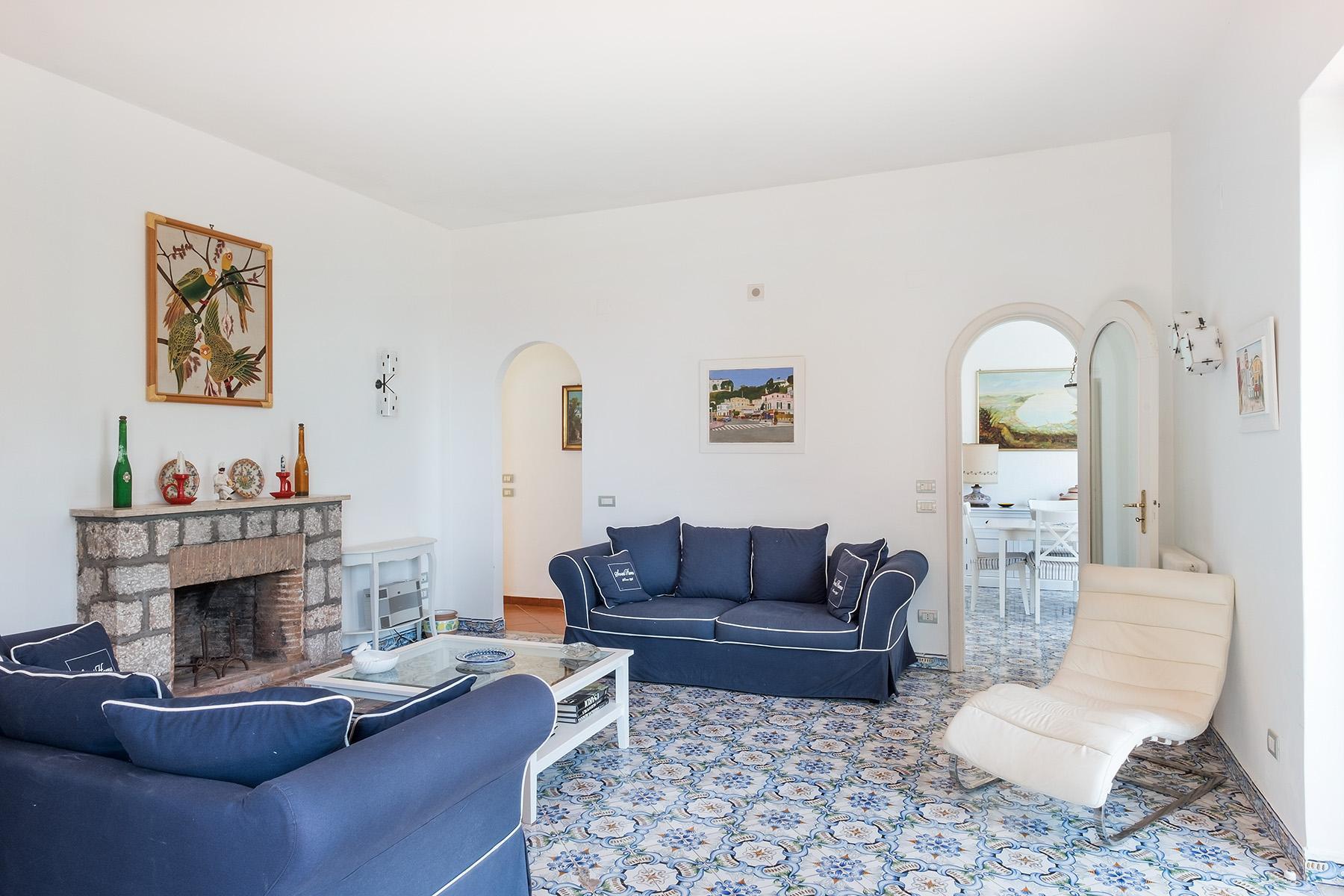 Прекрасная вилла с панорамным видом на море в центре легендарного острова Капри, Италия - 8