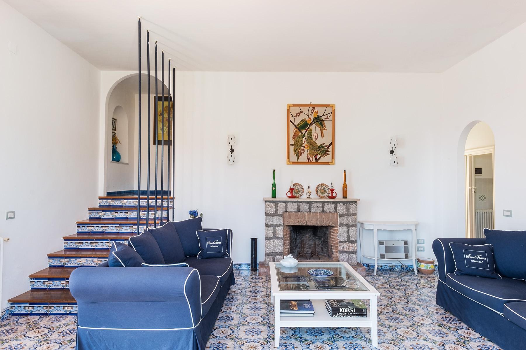 Прекрасная вилла с панорамным видом на море в центре легендарного острова Капри, Италия - 9