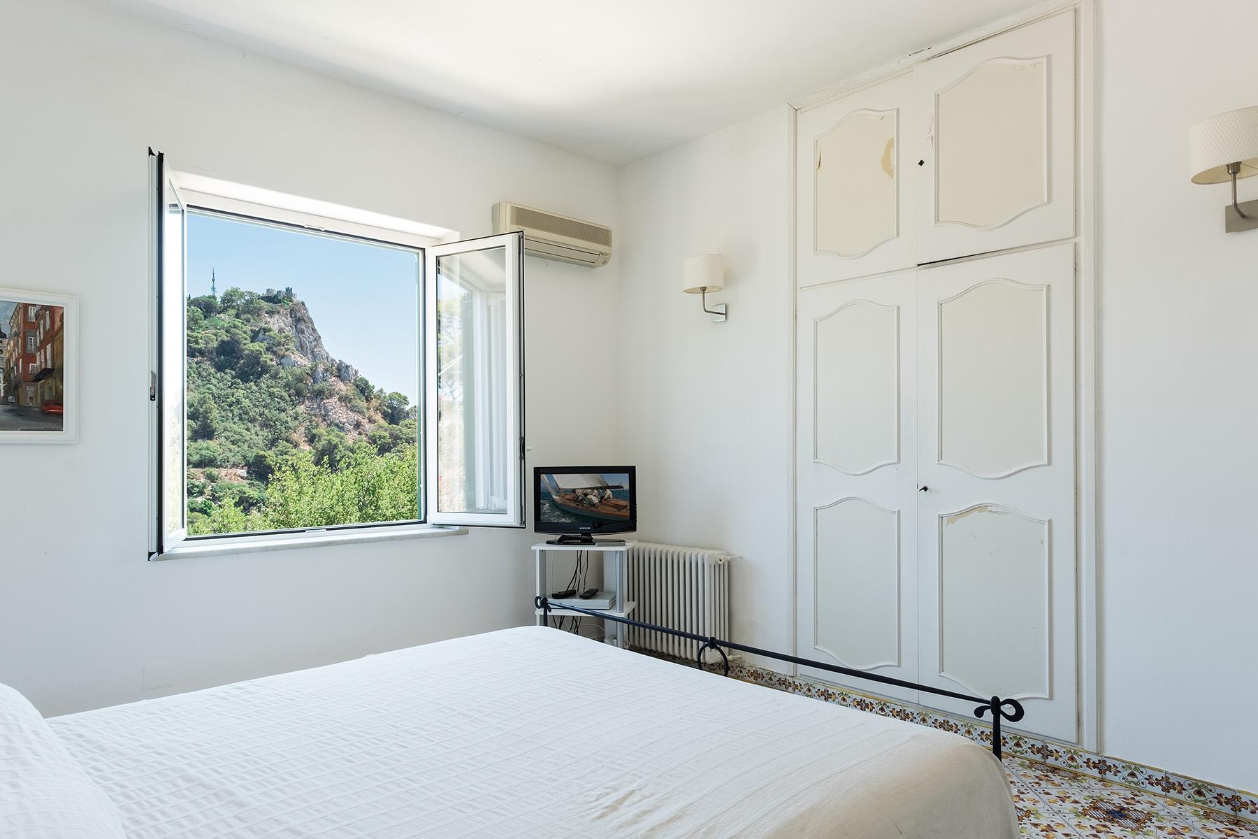 Прекрасная вилла с панорамным видом на море в центре легендарного острова Капри, Италия - 11