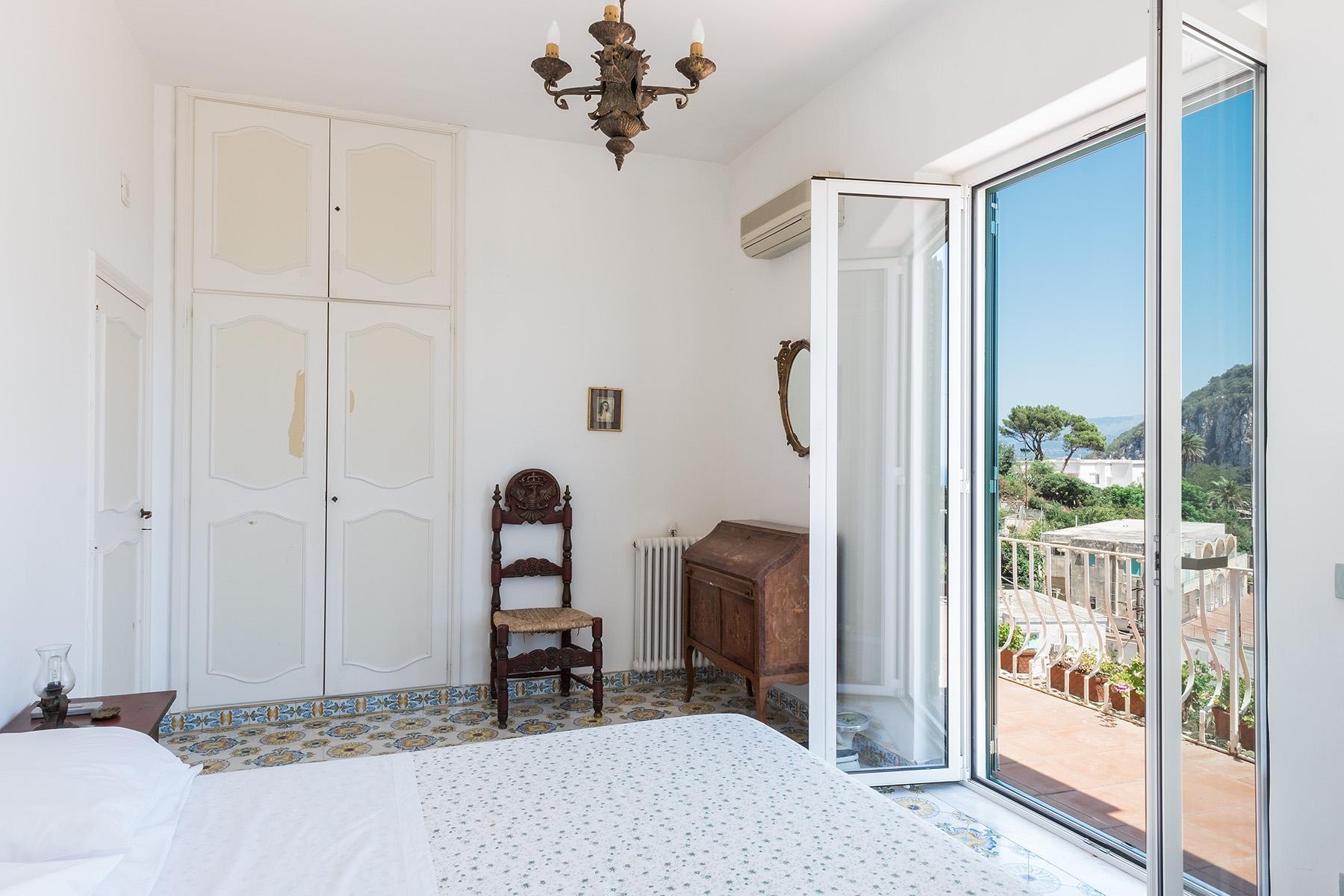 Прекрасная вилла с панорамным видом на море в центре легендарного острова Капри, Италия - 14