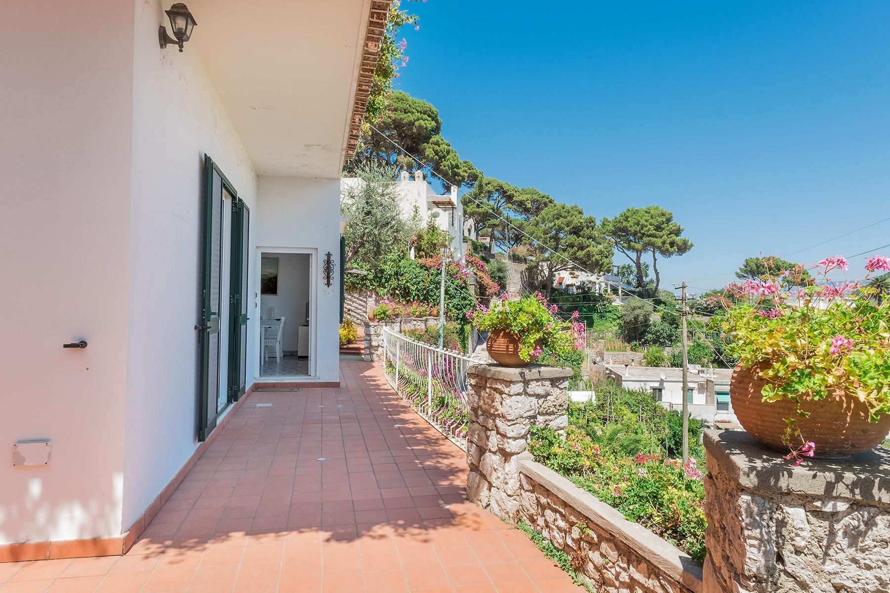 Прекрасная вилла с панорамным видом на море в центре легендарного острова Капри, Италия - 18