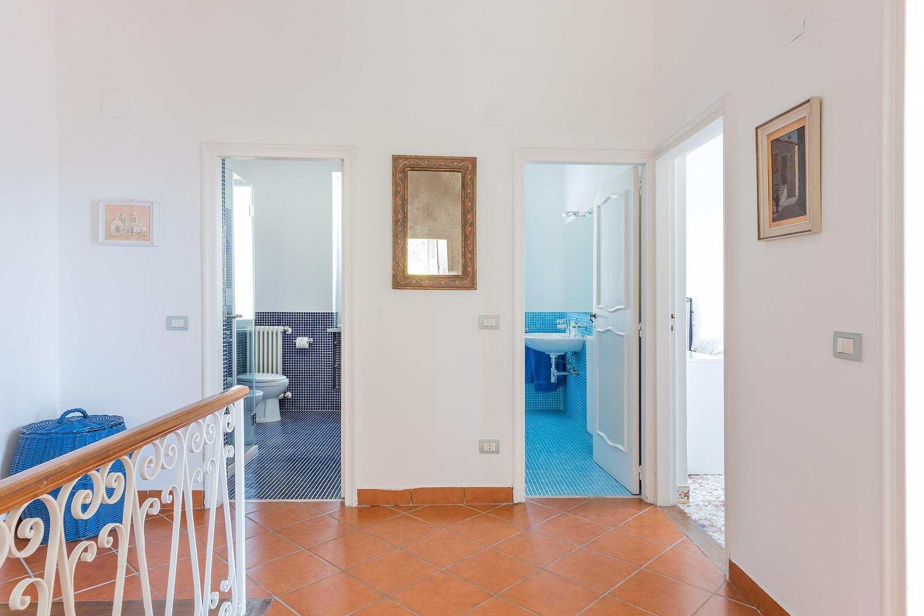 Прекрасная вилла с панорамным видом на море в центре легендарного острова Капри, Италия - 23