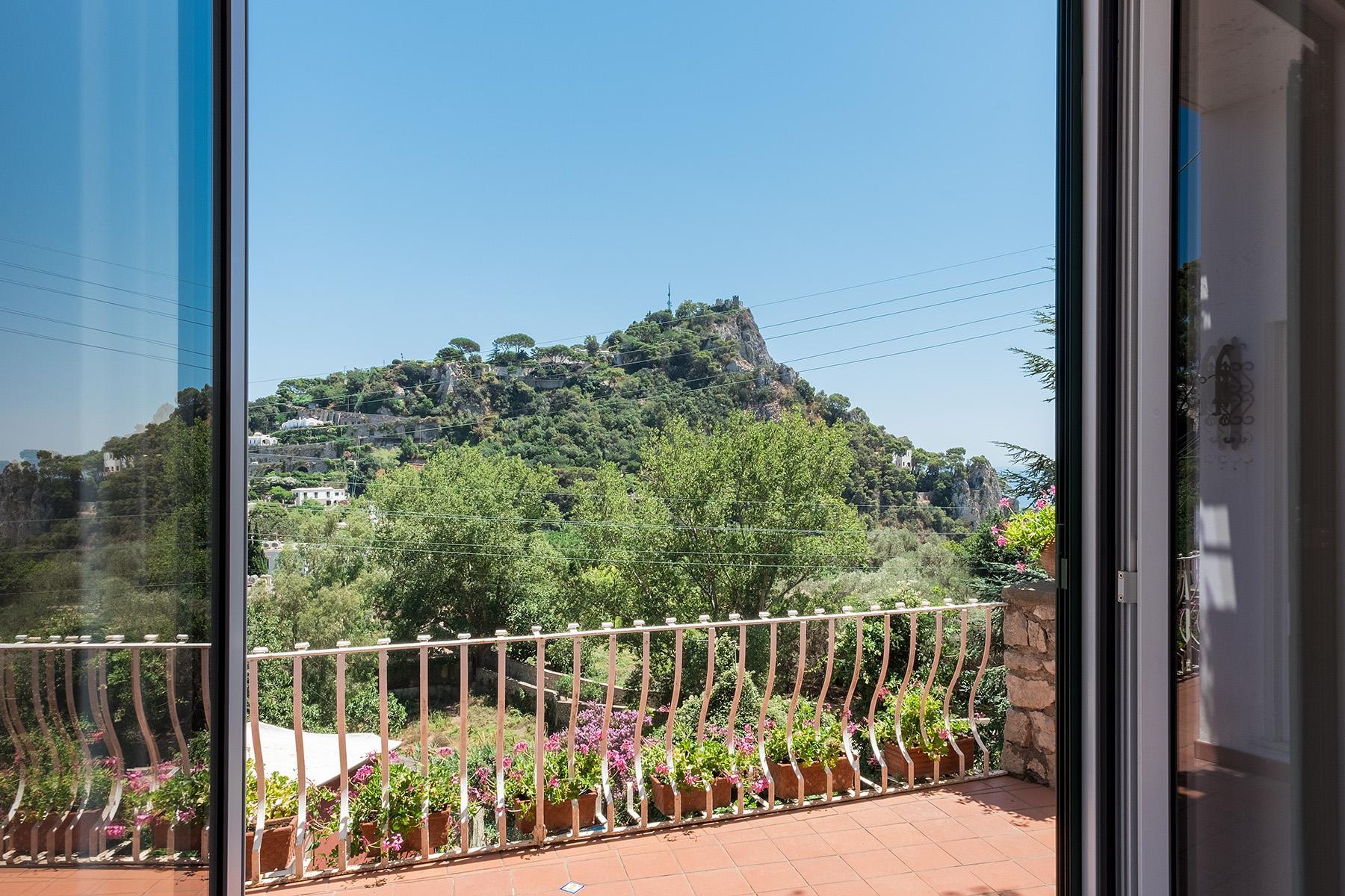 Прекрасная вилла с панорамным видом на море в центре легендарного острова Капри, Италия - 24