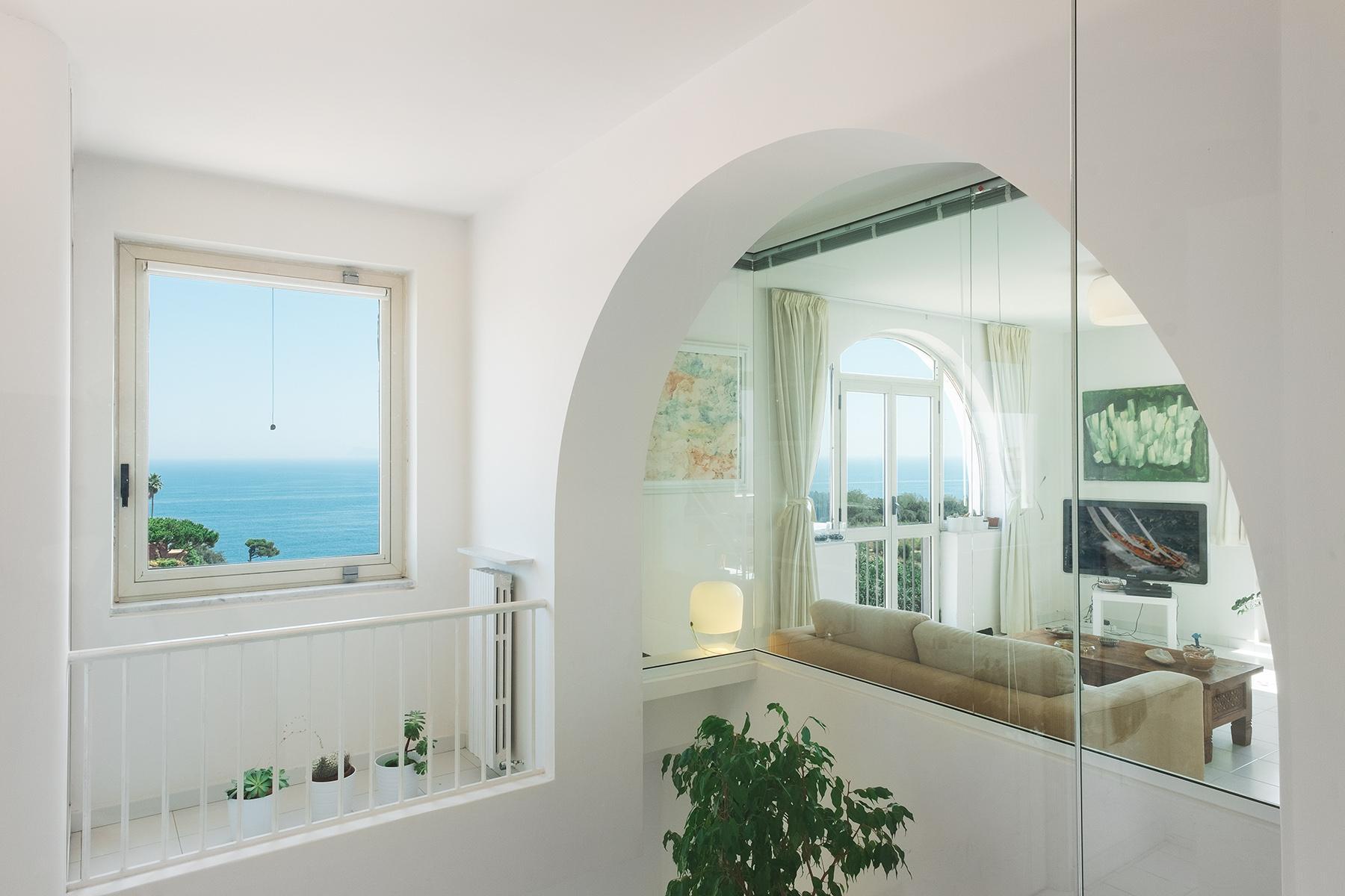 Замечательная вилла с панорамным видом на море в Неаполе, Италия - 11